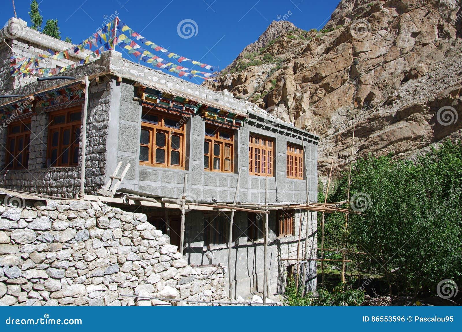 Casa tradizionale in ladakh india fotografia stock for Casa tradizionale mogoro