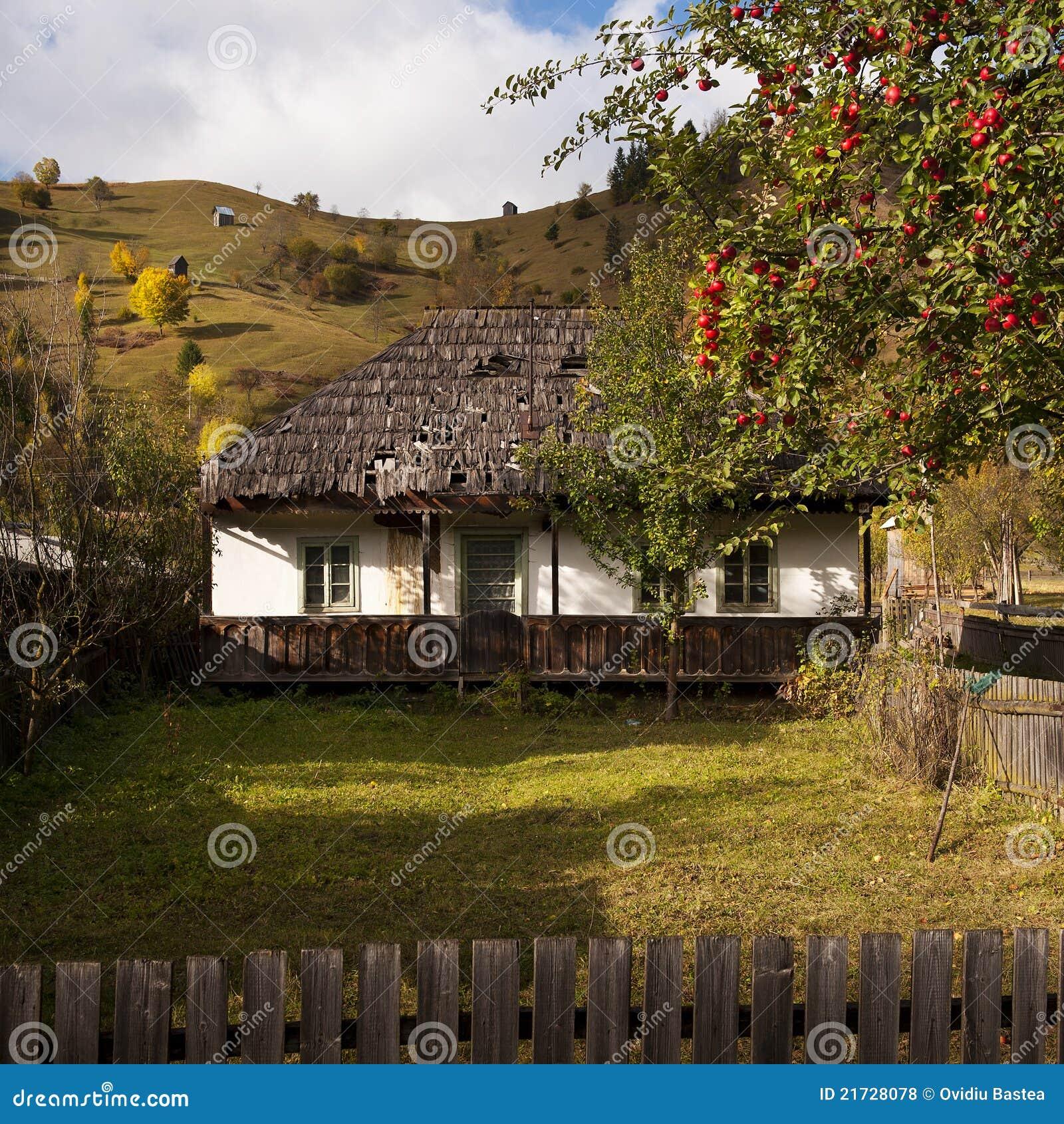 Casa tradizionale in montagna fotografia stock immagine for Casa tradizionale tedesca