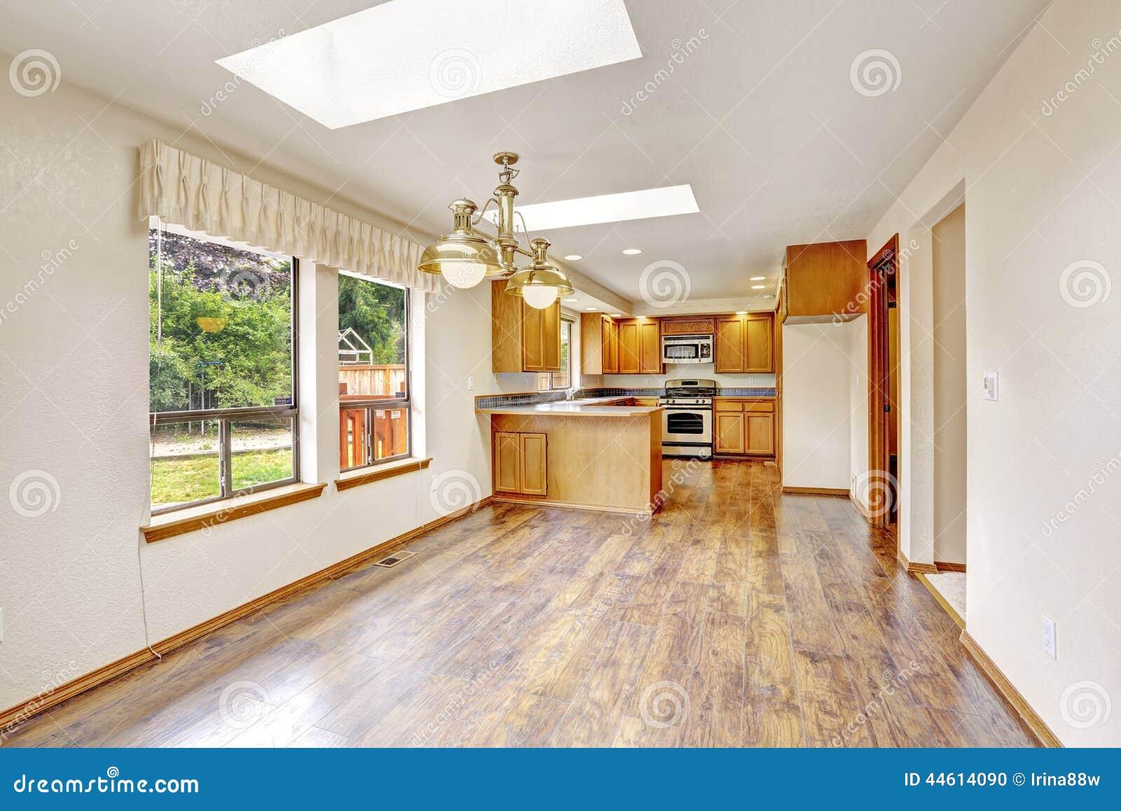 Casa vac a con la planta di fana rea de la sala de estar for Cocina de planta abierta sala de estar