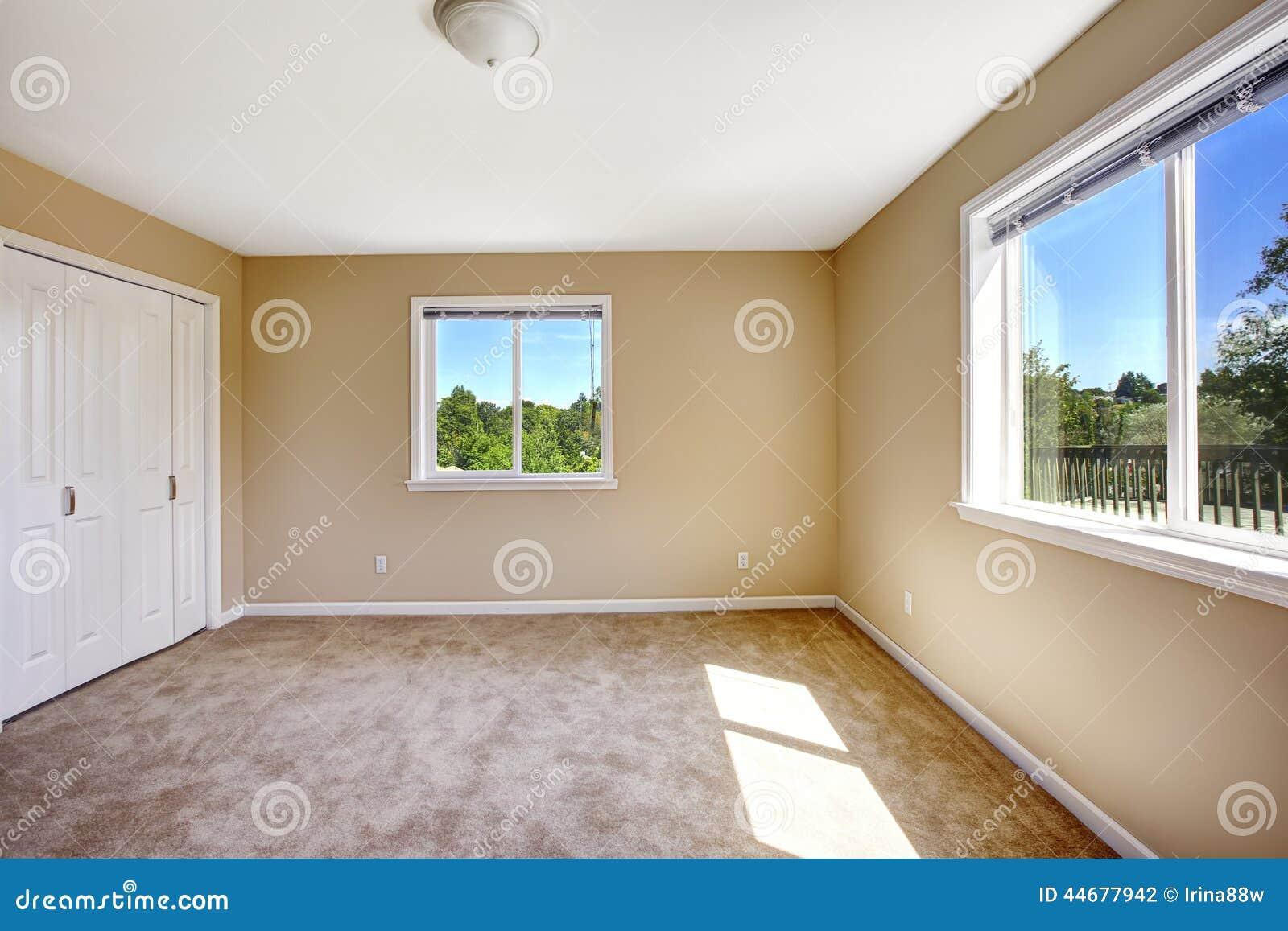 Casa Vazia Sala Com O Assoalho De Tapete Na Cor Bege Macia