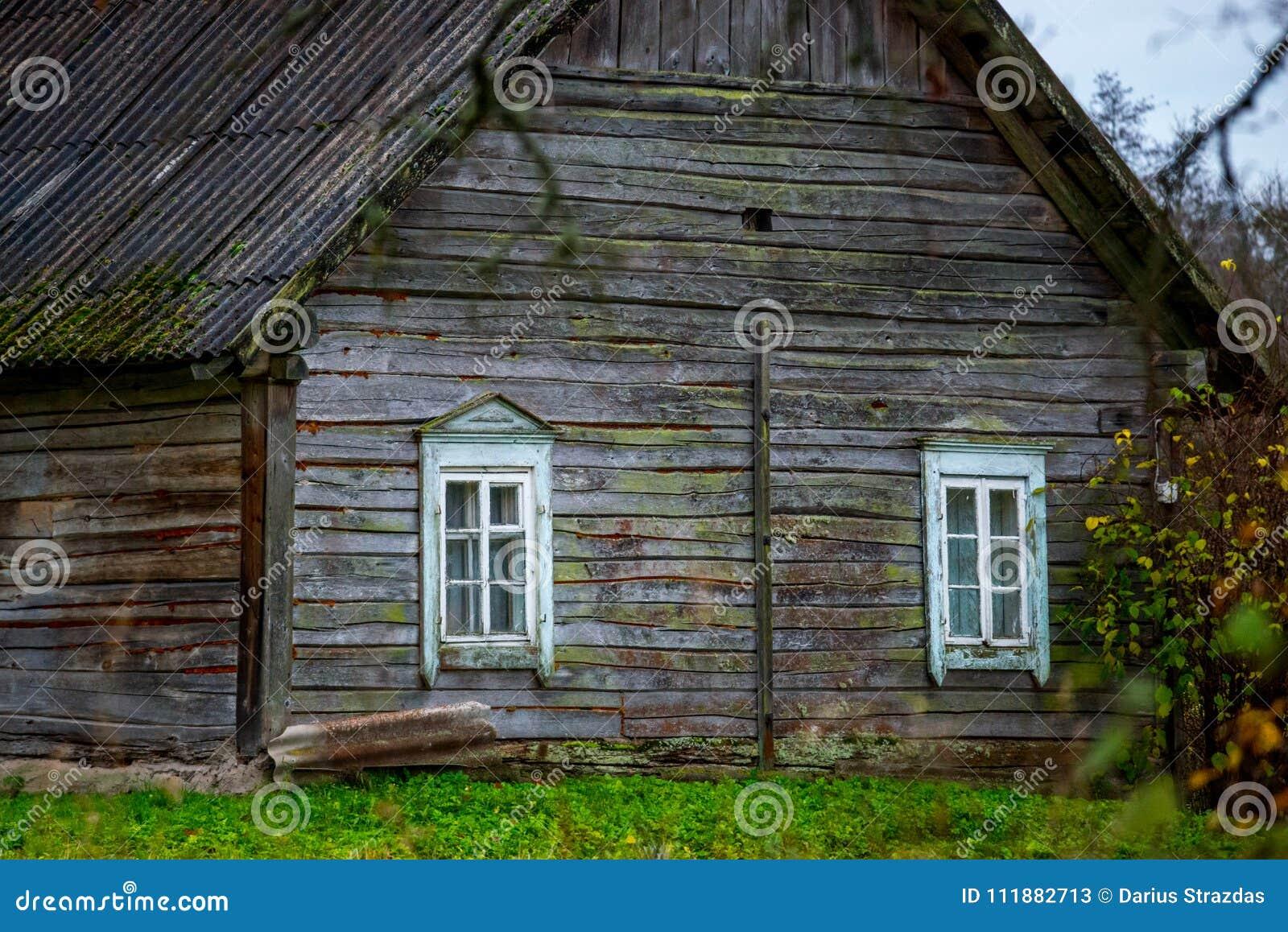 Casa velha de madeira