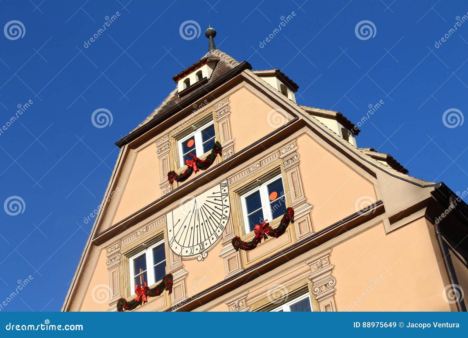 Casa velha de Strasbourg com céu azul