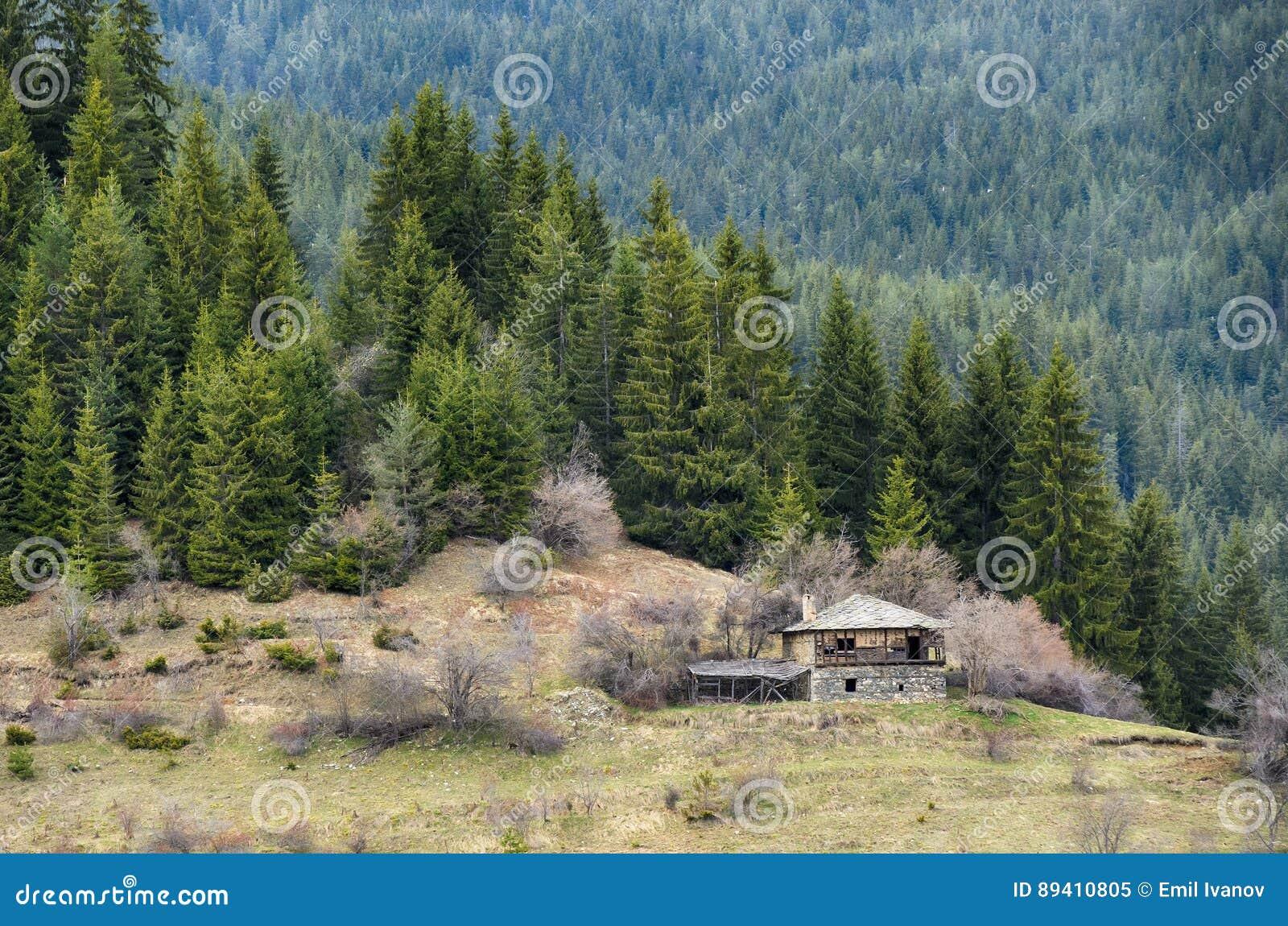 Casa velha nas montanhas