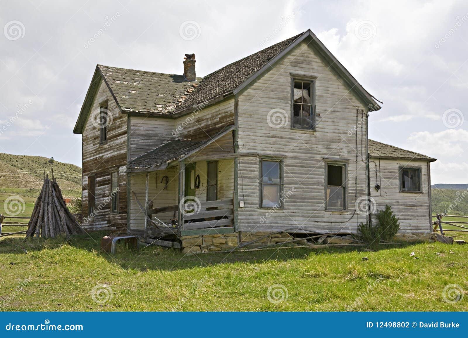 Casa vieja con el apartadero de regazo