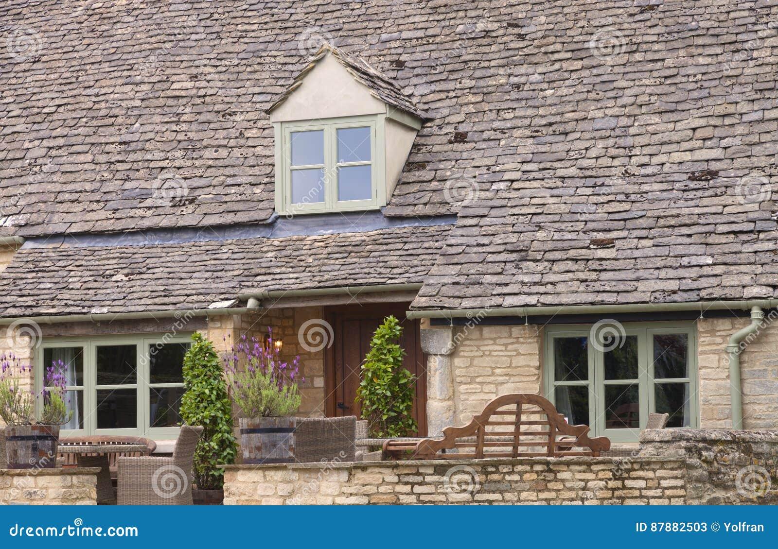 Casa Vieja Con El Tejado De Pizarra Muebles Del Jard N Del Patio  # Muebles Pizarra