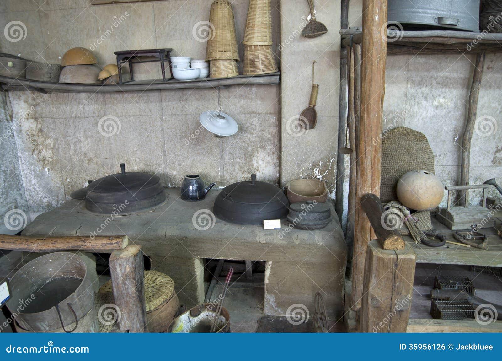 Casa vieja coreana que cocina las mercancías