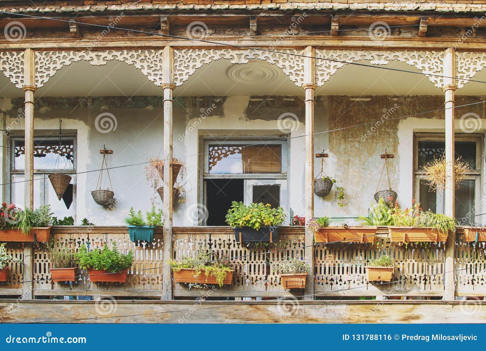 Casa Vieja En Tbilisi Georgia Con La Terraza Hermosa Balcón