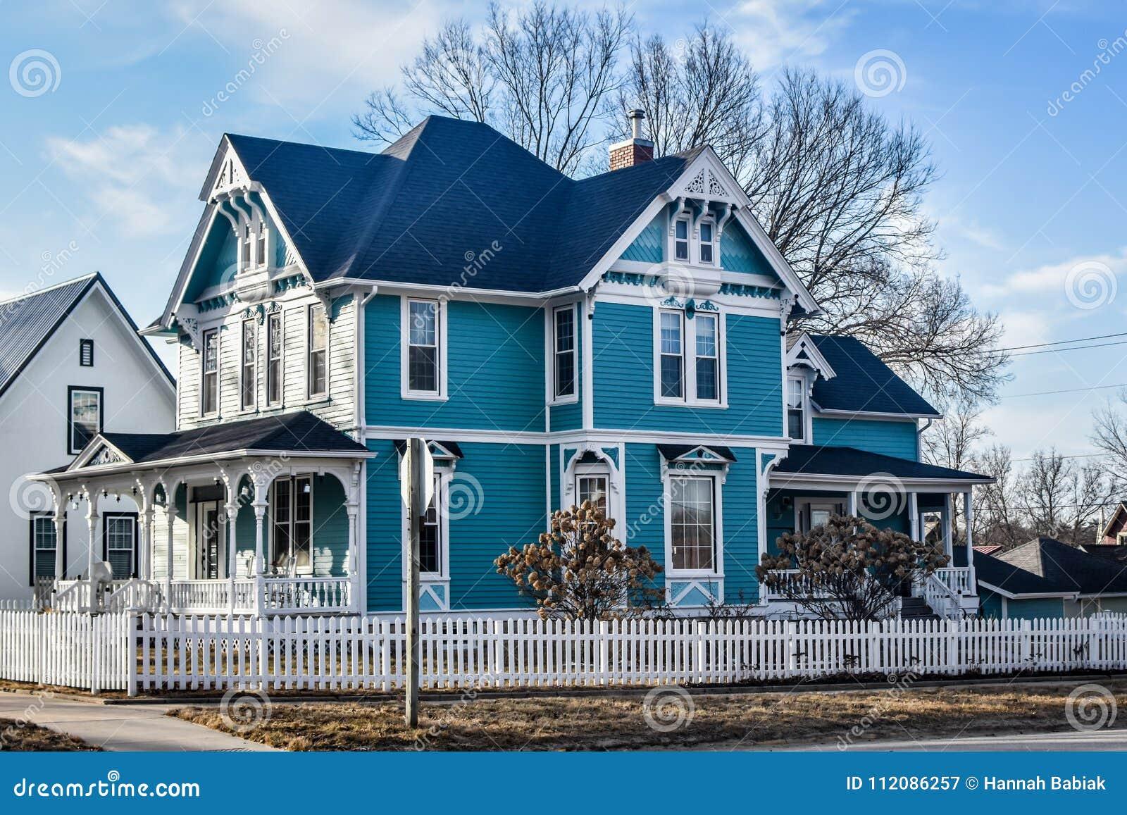 Casa vitoriano de turquesa azul - Decorah, Iowa