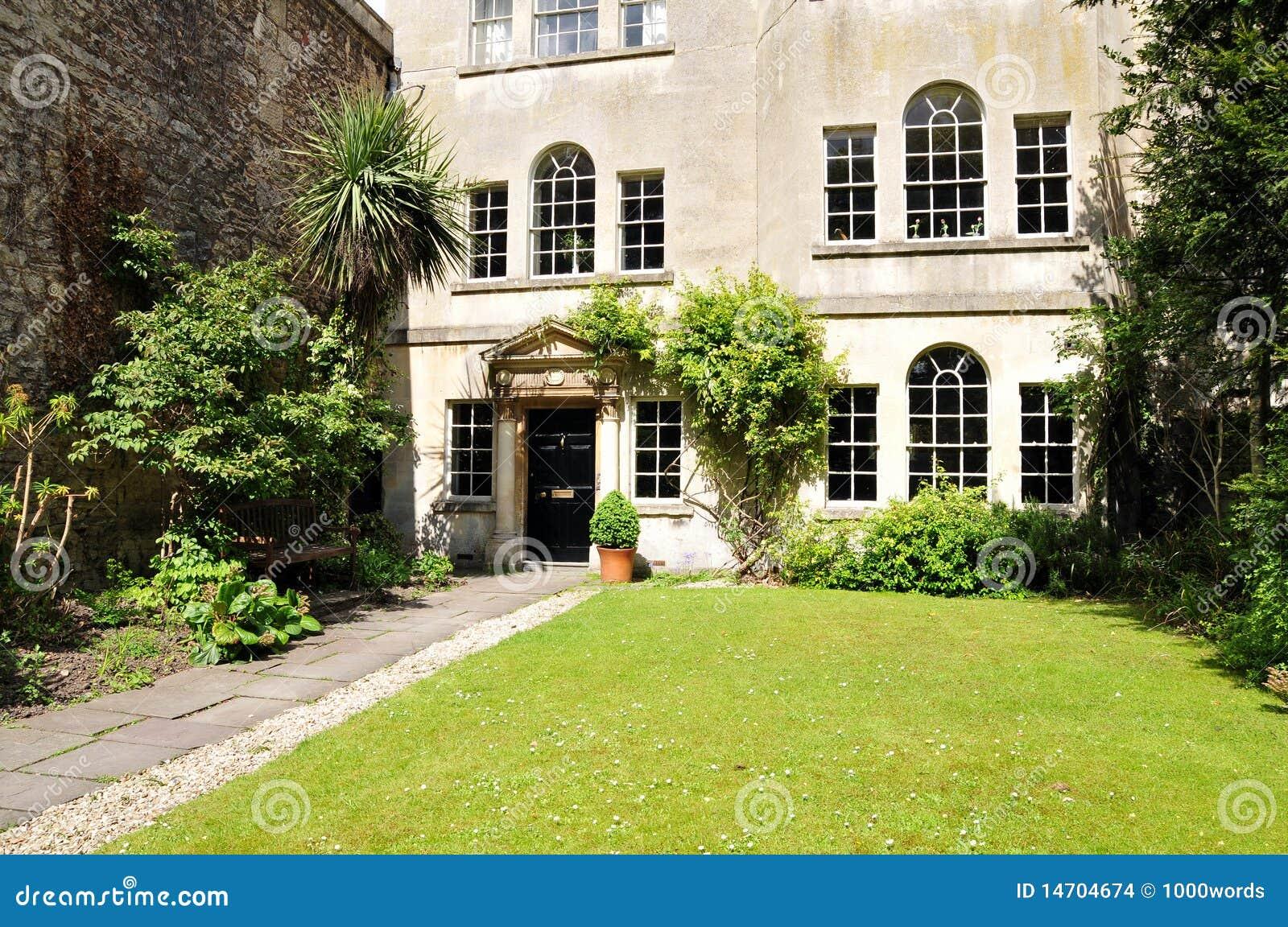 Casa Y Jardín De Lujo De Ciudad De Londres Foto de archivo - Imagen ...