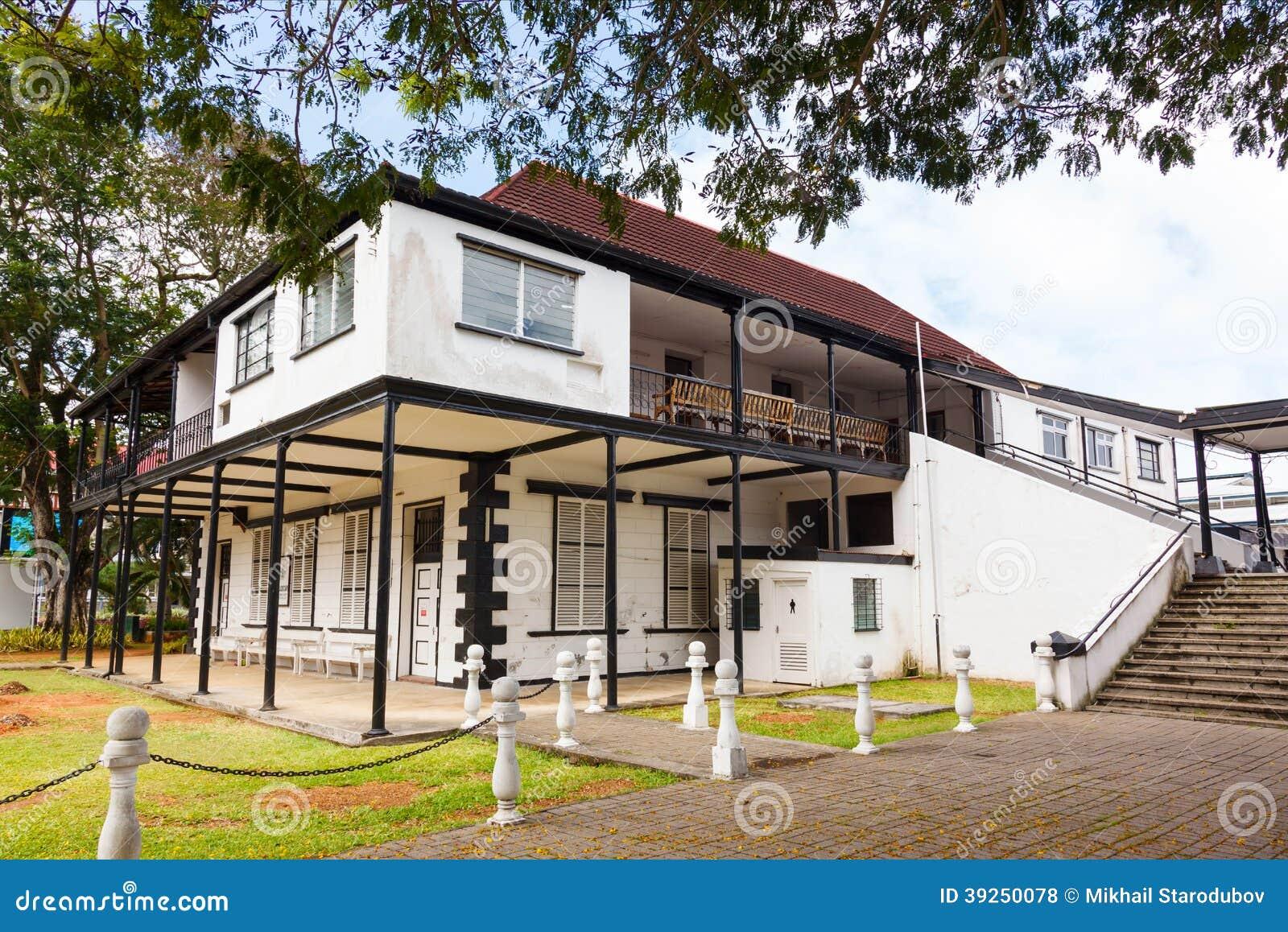 Casa Y Terraza En El Estilo Colonial Foto De Archivo