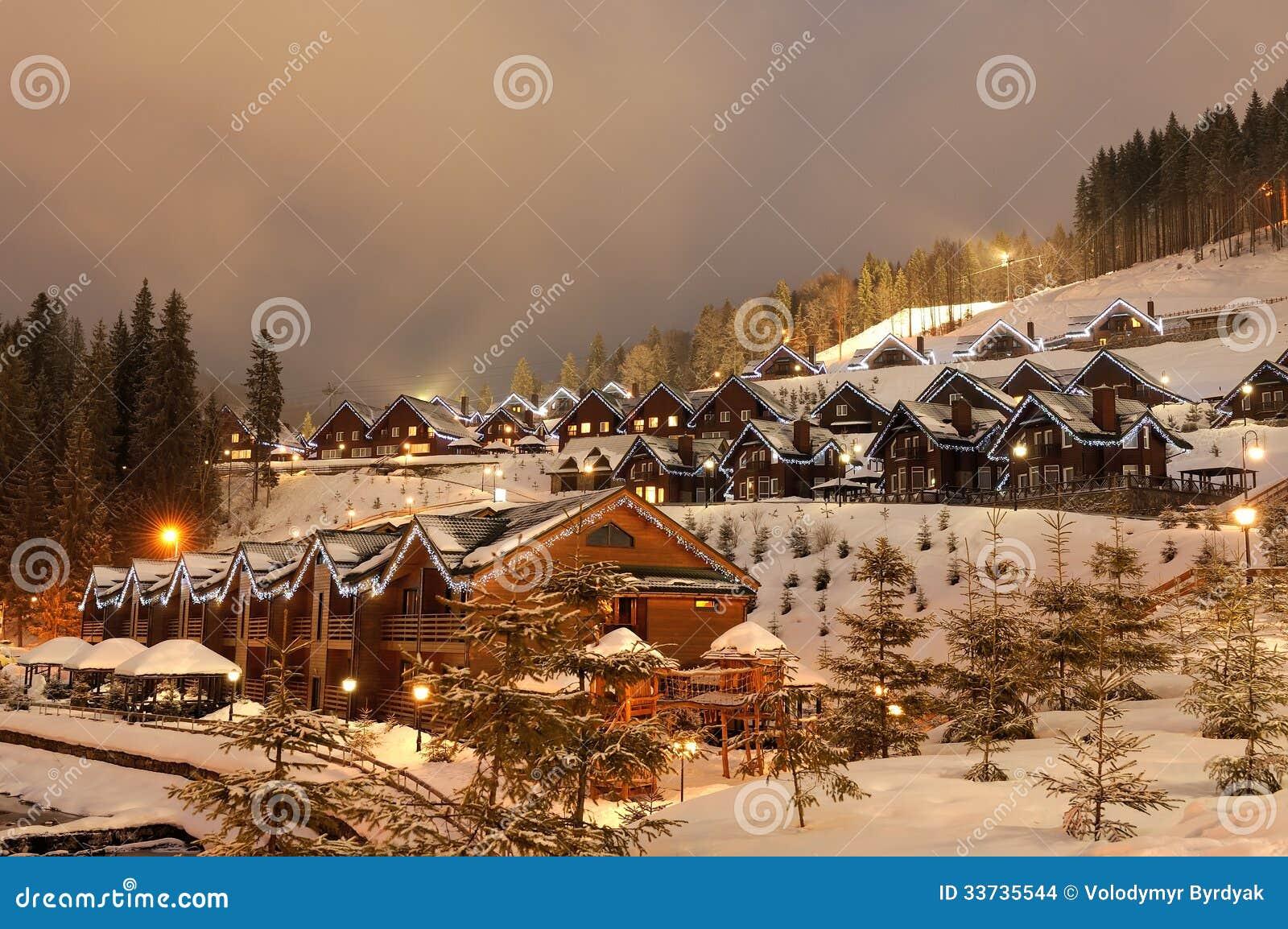 Casas adornadas imagenes de archivo imagen 33735544 - Casas adornadas de navidad ...