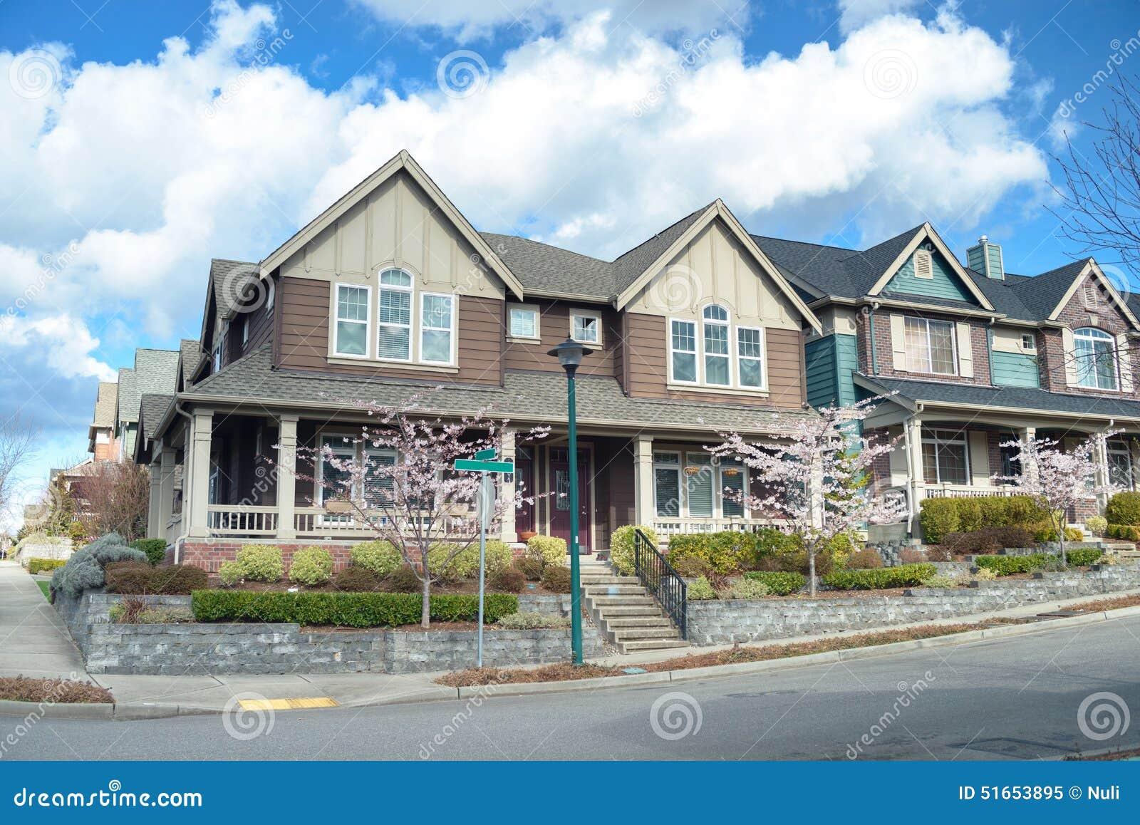 Casas americanas hermosas foto de archivo imagen 51653895 for Foto case americane