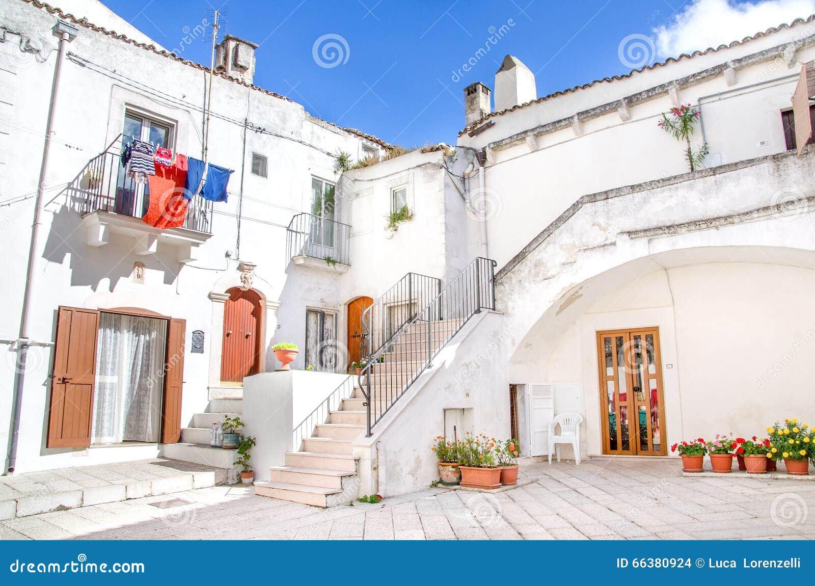 Casas blancas del sur de italia en monte sant angelo for Europeo arredamenti mosciano sant angelo