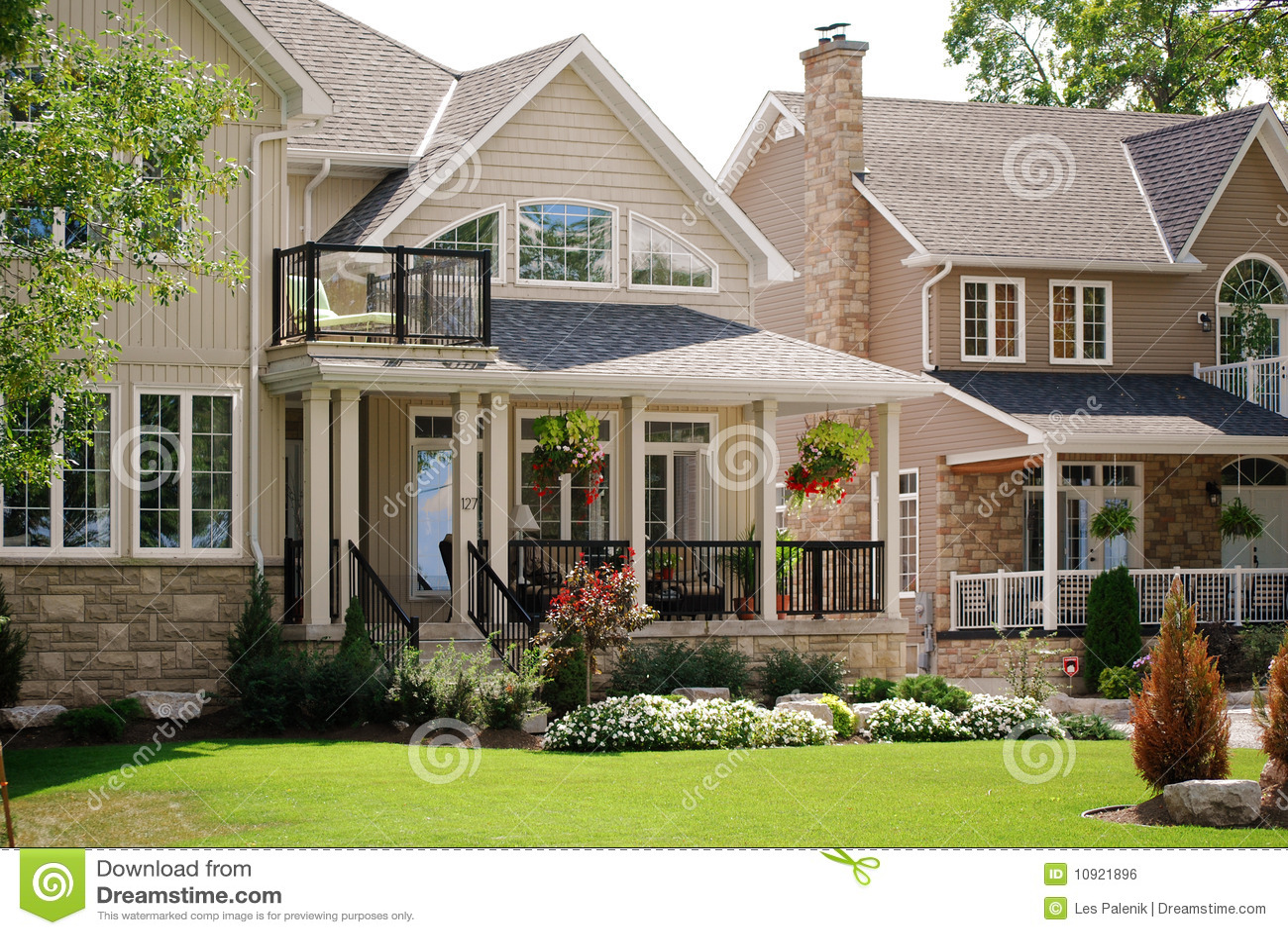 Casas bonitas foto de archivo imagen de apartadero - Fotos de habitaciones bonitas ...