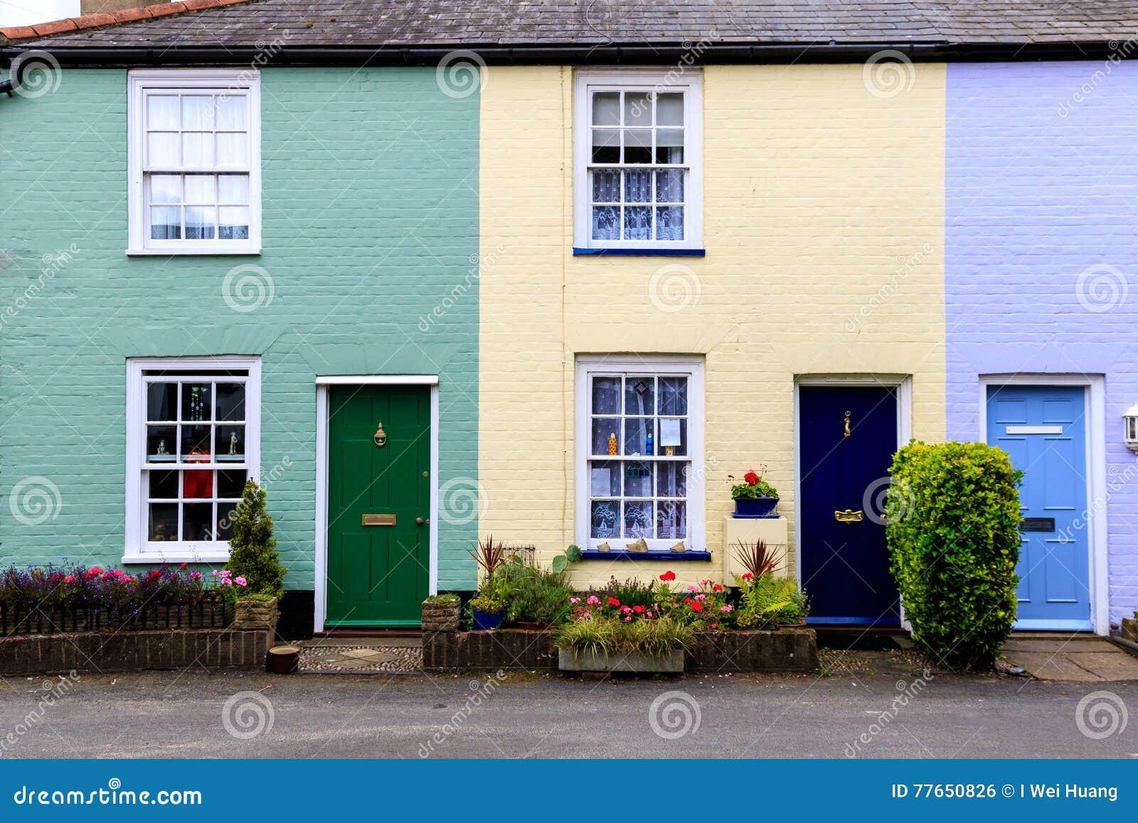Casas colgantes coloridas inglesas en southwold foto de archivo imagen 77650826 - Imagenes de casas inglesas ...