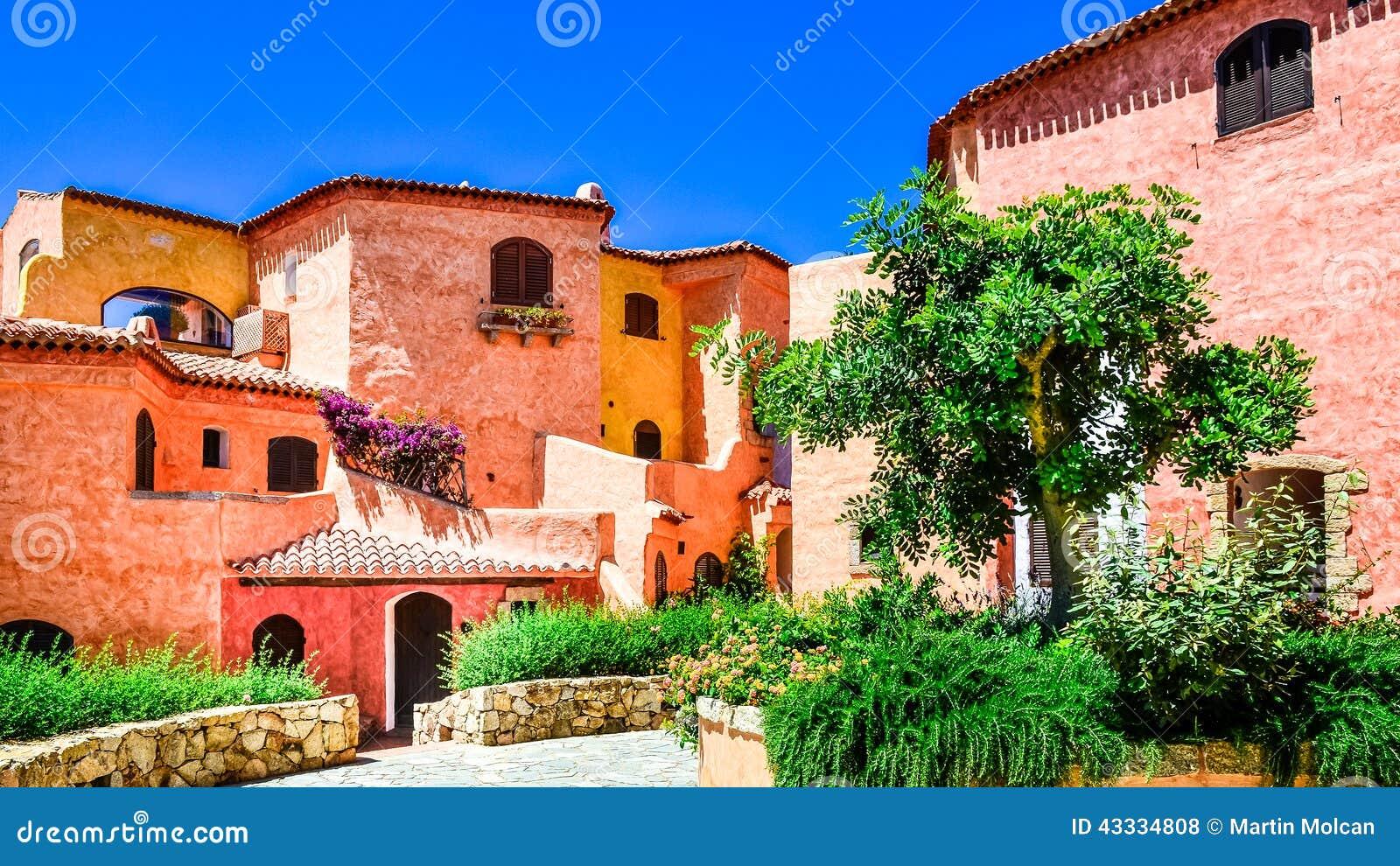 Casas coloridas hermosas con el jard n agradable en - El jardin en casa ...