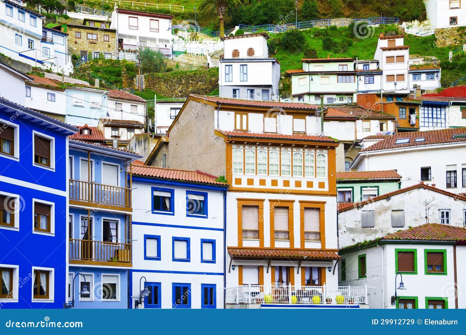 Casas coloridas janelas e fachadas coloridas em cudillero spai imagem de stock imagem 29912729 - Fachadas antiguas de casas ...