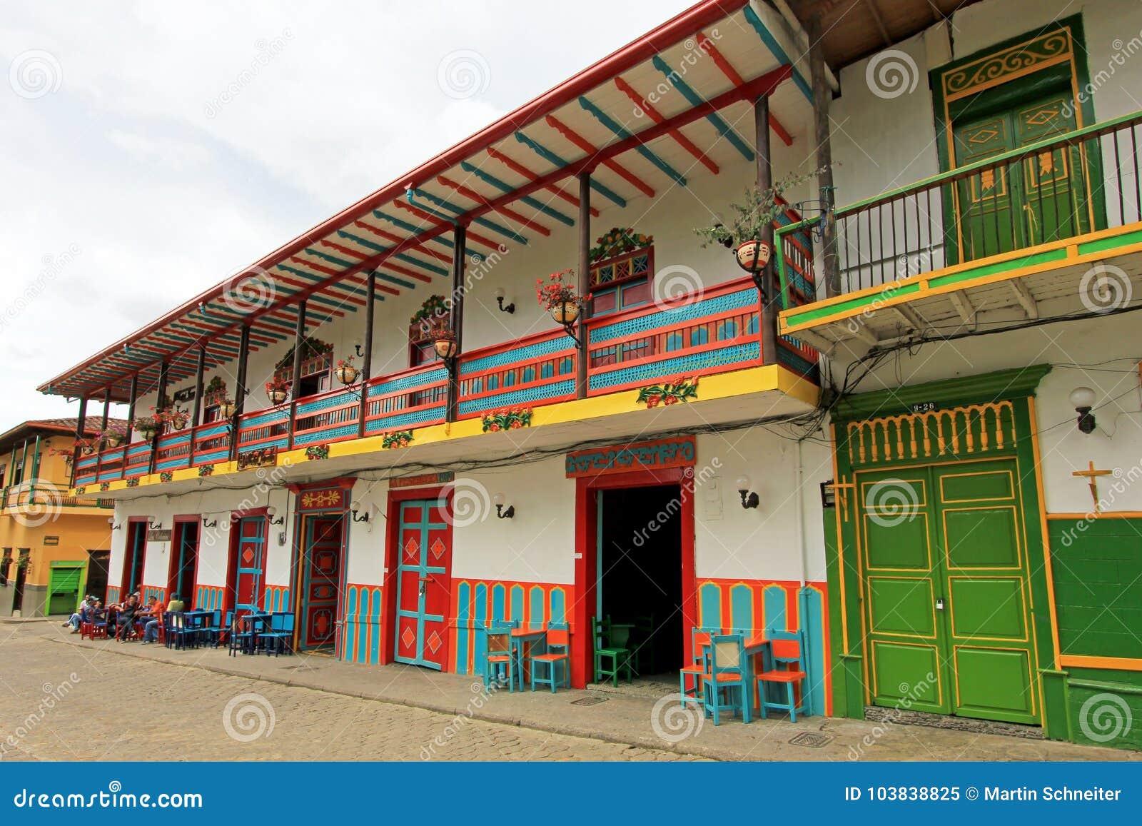 Casas coloridas na cidade colonial Jardin, Antoquia, Colômbia