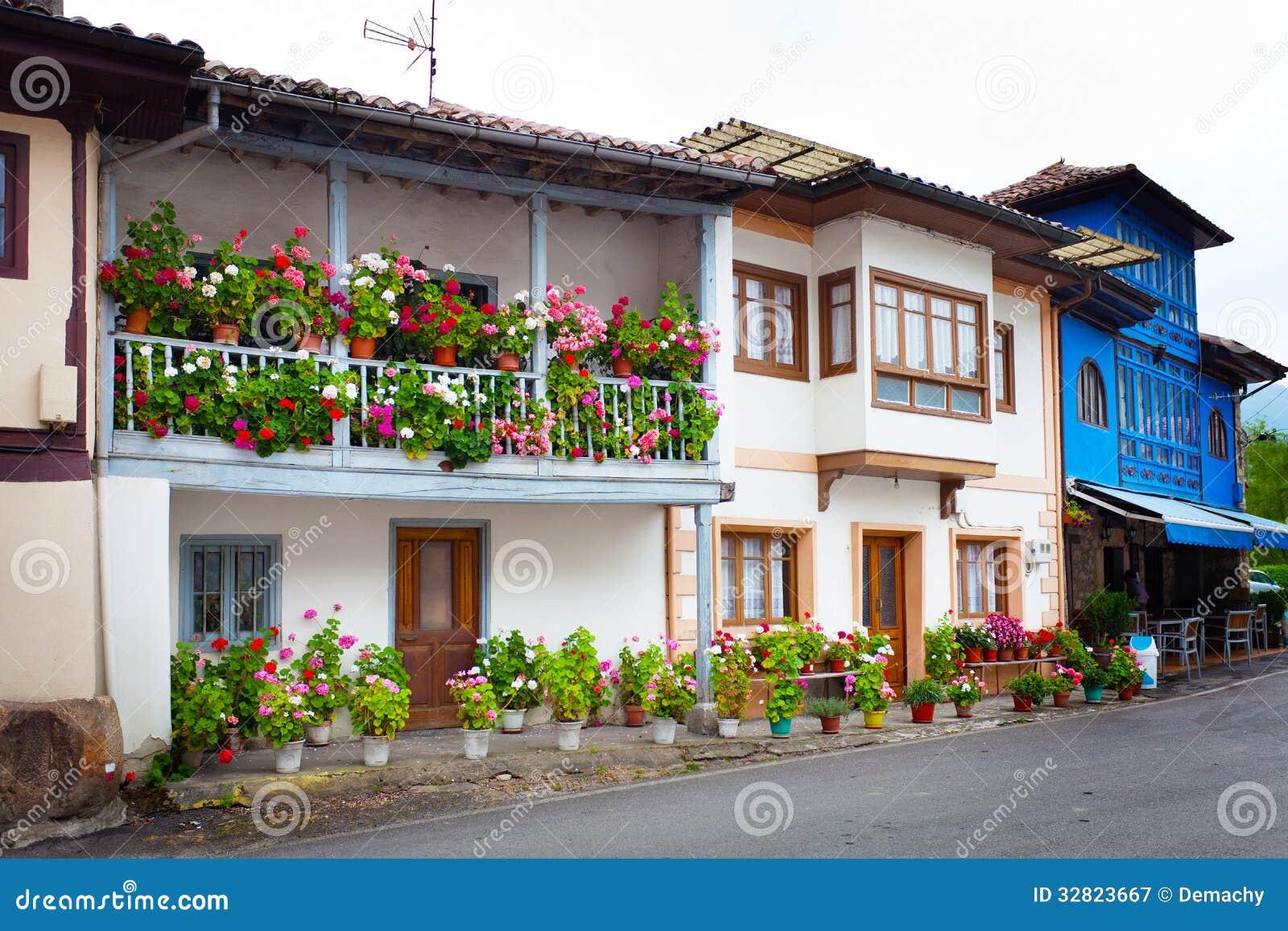 Casas de campo bonitas na espanha do norte imagem de stock - Casas de campo bonitas ...