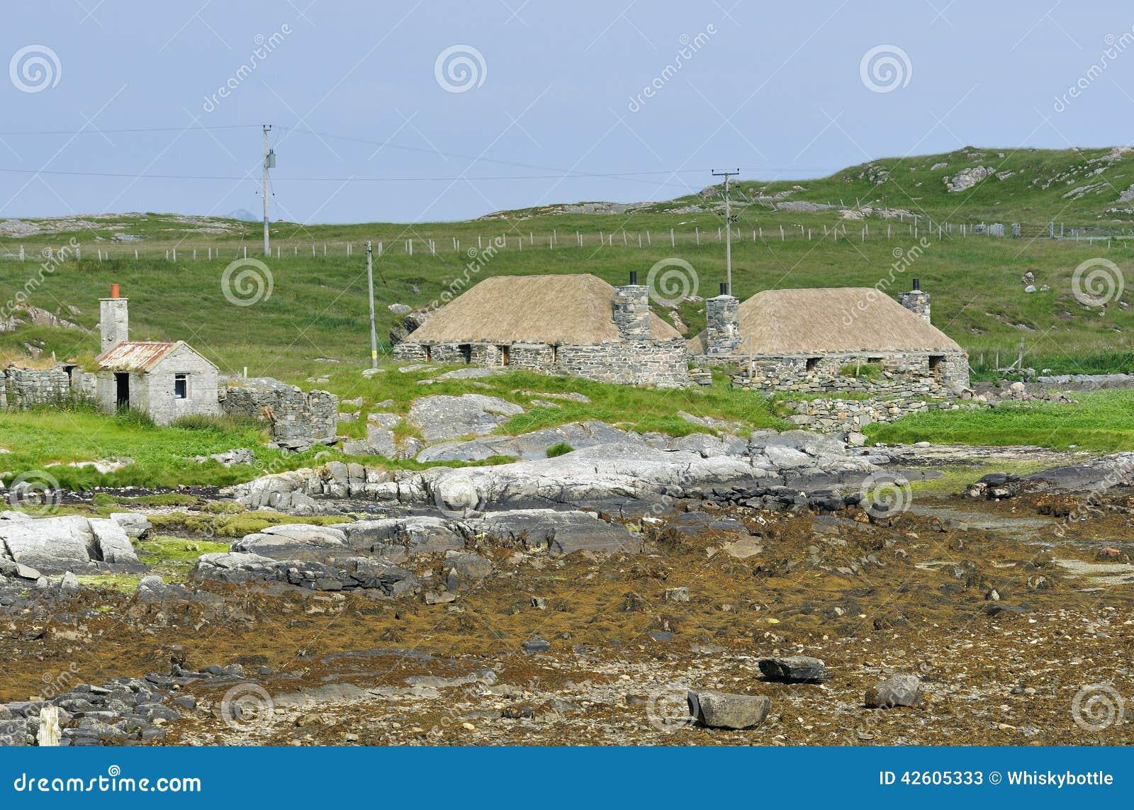 Casas de campo cobridas com sap restauradas foto de stock imagem 42605333 - Casas de campo restauradas ...