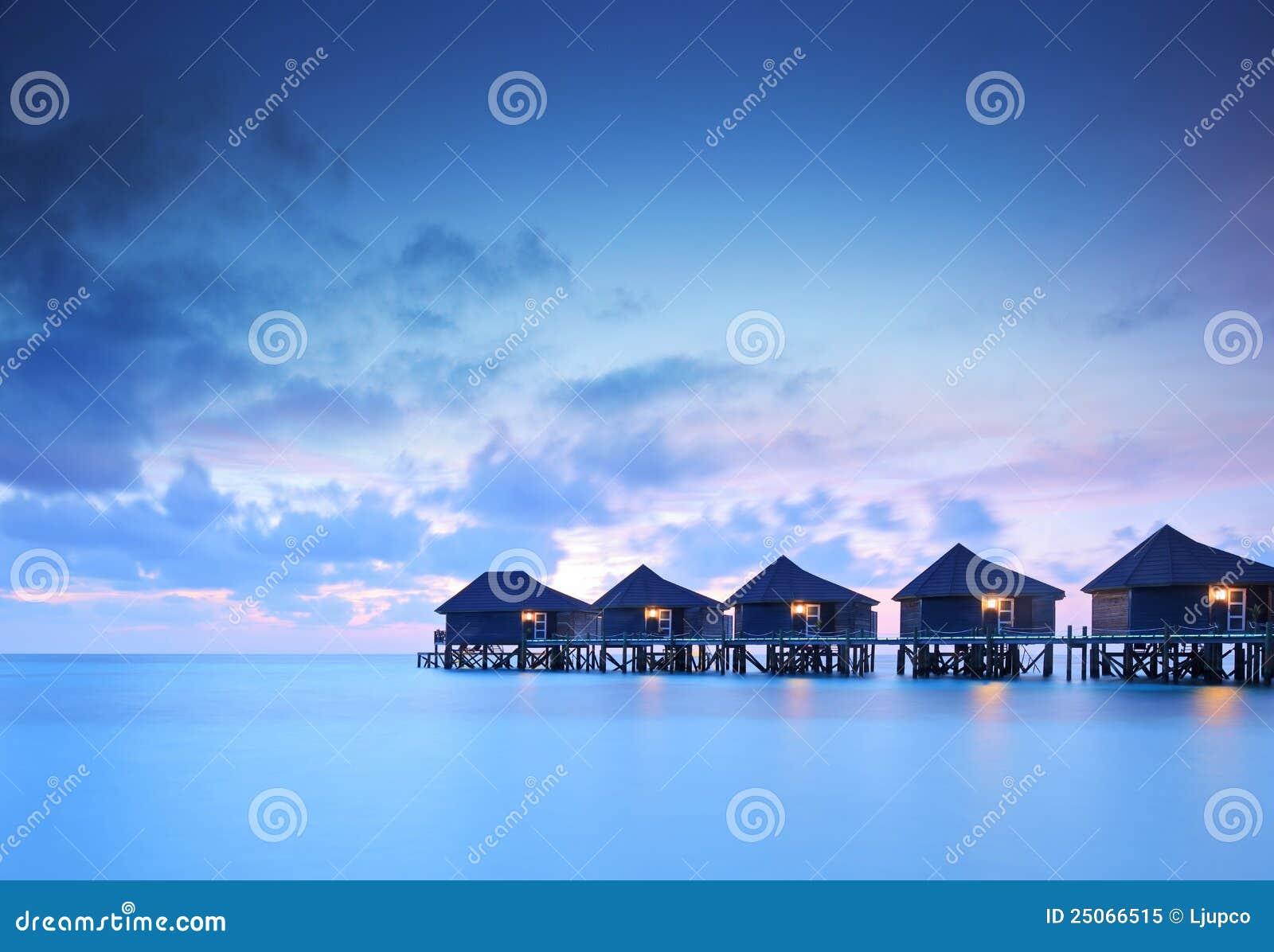 Casas de campo da casa de campo da água no console de Maldives