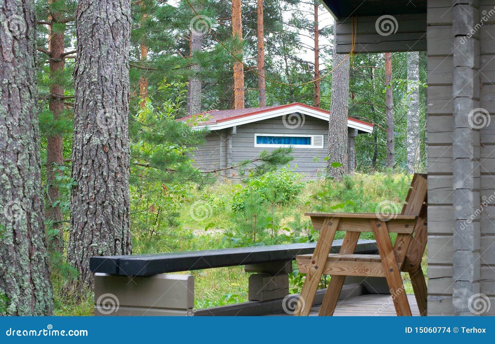 Casas de campo de madera en bosque imagenes de archivo - Casas de campo madera ...