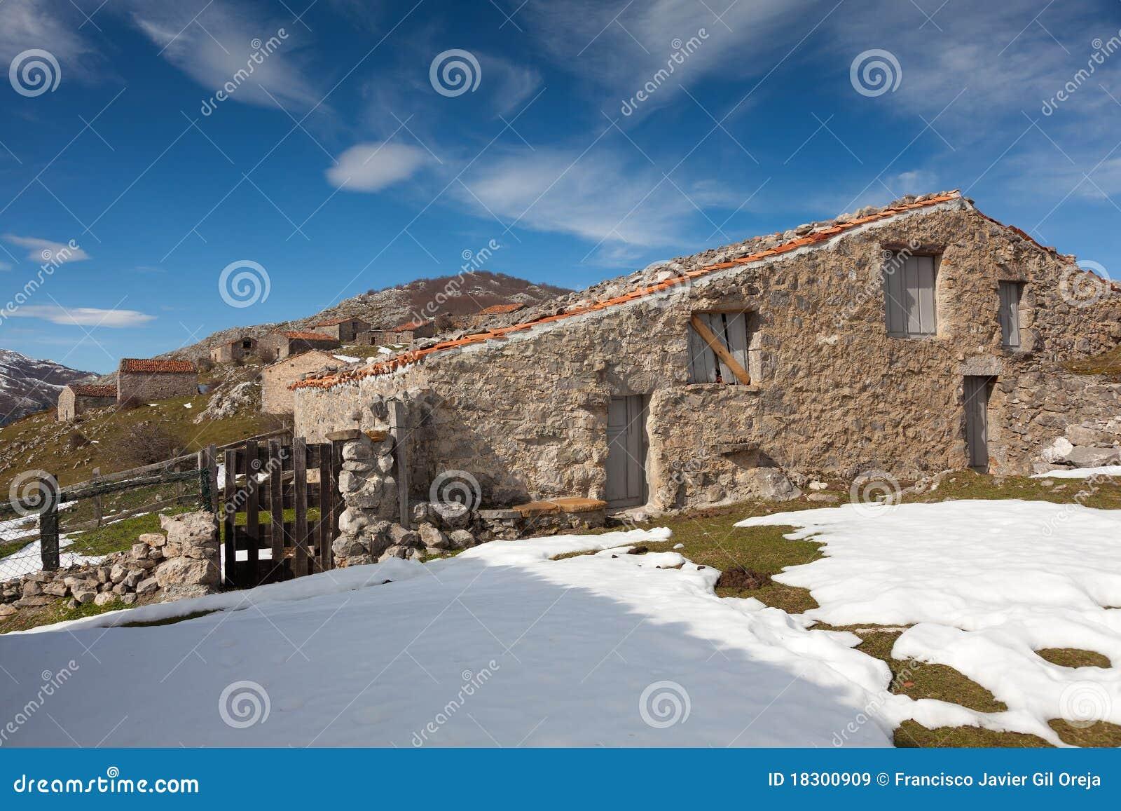 casas de campo em picos de europa imagem de stock imagem On casas picos de europa