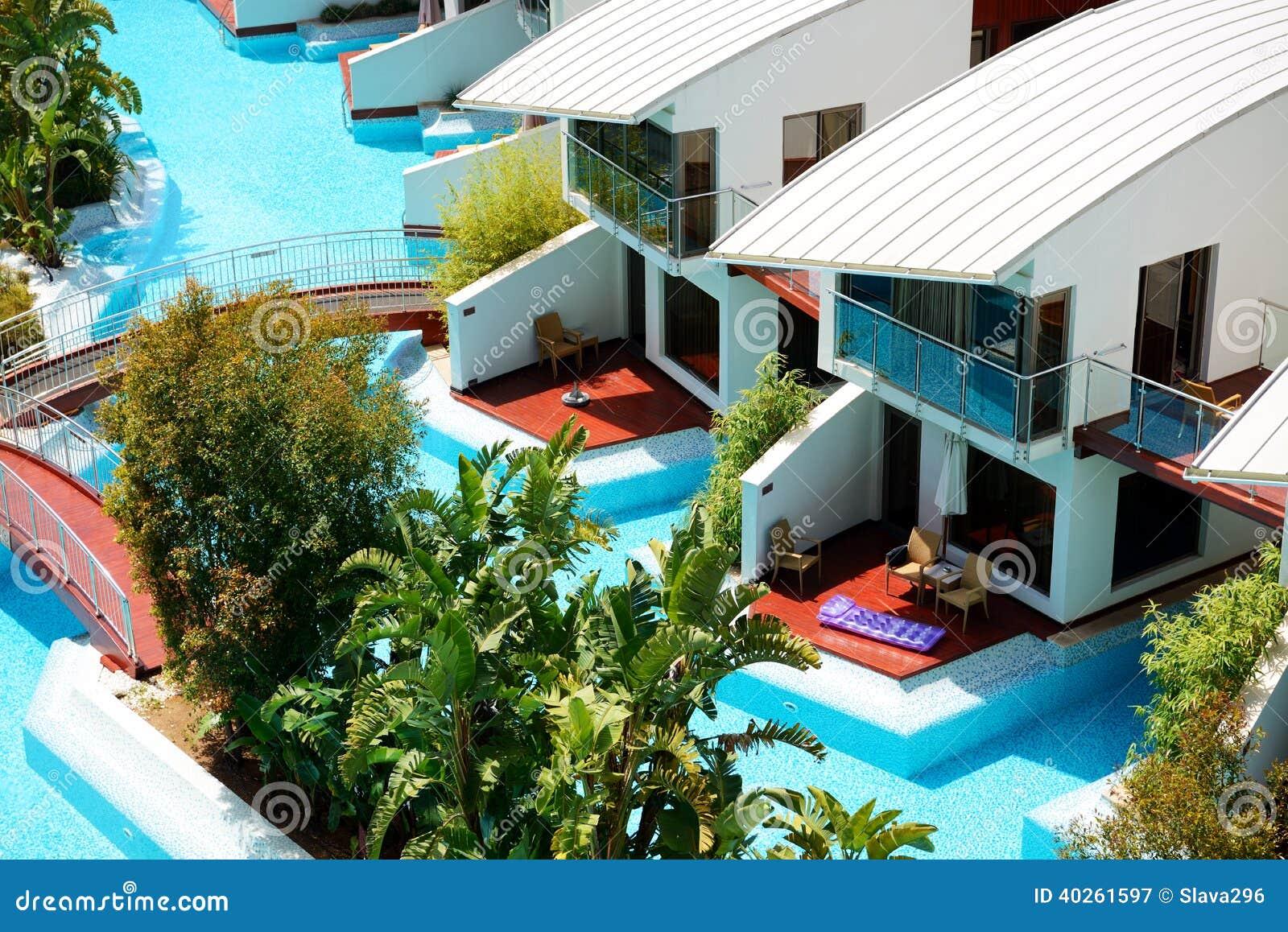 Casas de campo modernas com piscina no hotel de luxo foto - Casas de campo modernas ...