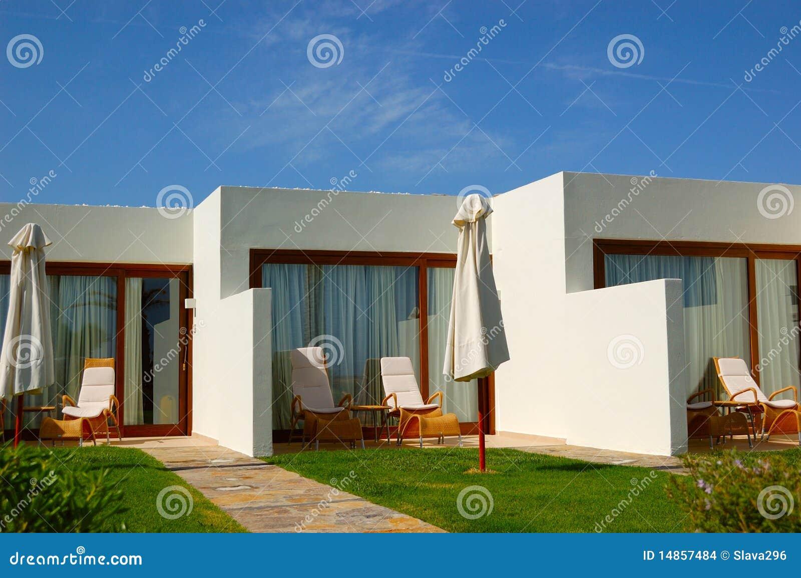 Casas de campo modernas do hotel de luxo foto de stock for Casas modernas para campo