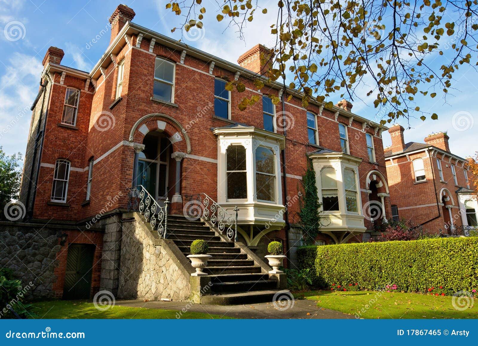 Casas de dubl n irlanda imagen de archivo imagen de exterior 17867465 - Apartamentos en irlanda ...