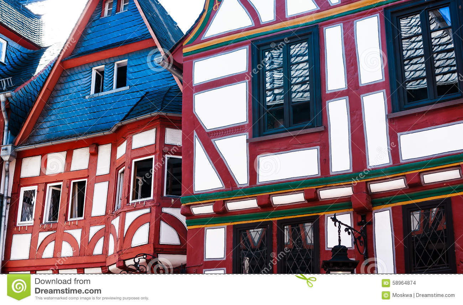 Casas de entramado de madera rojas y blancas en limburgo - Casas de madera blancas ...