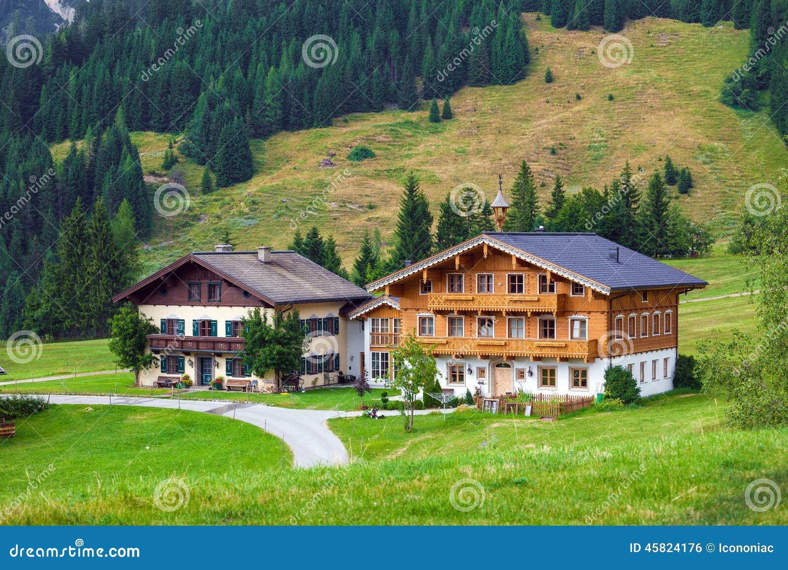 Casas de hu spedes t picas hermosas de la monta a en las - Casas en la montana ...