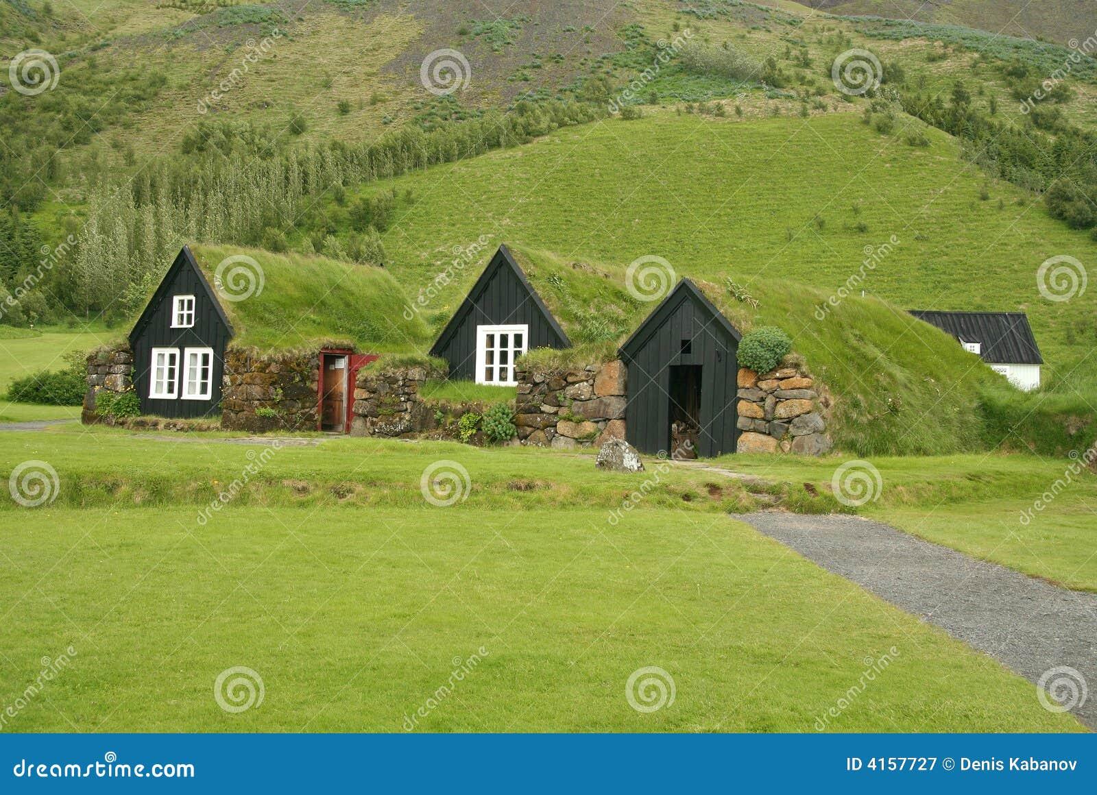 Casas de islandia de la tradici n imagen de archivo imagen de rural verde 4157727 - Casas en islandia ...