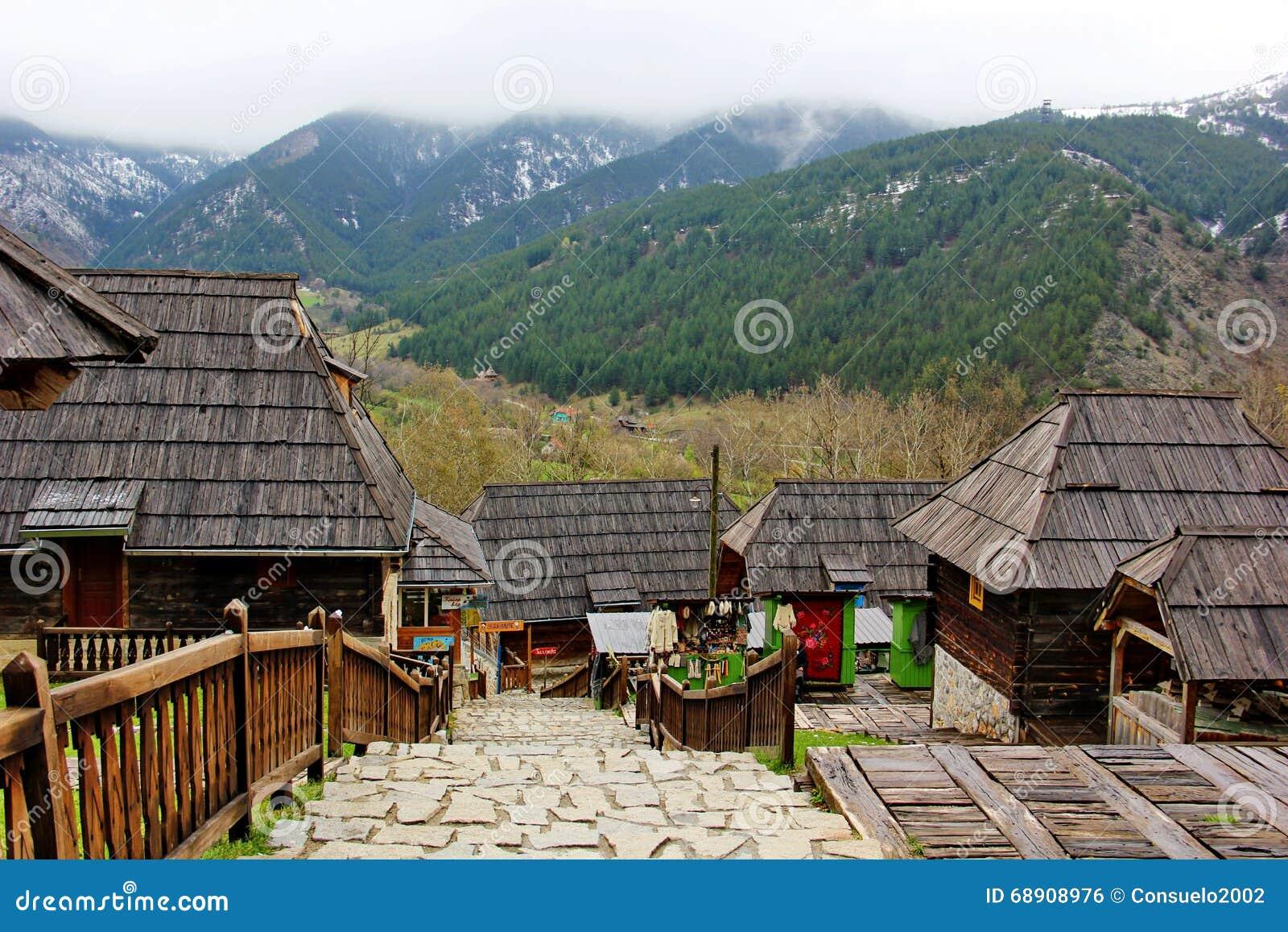 Casas de madeira na costa, língua de terra, Florida, E