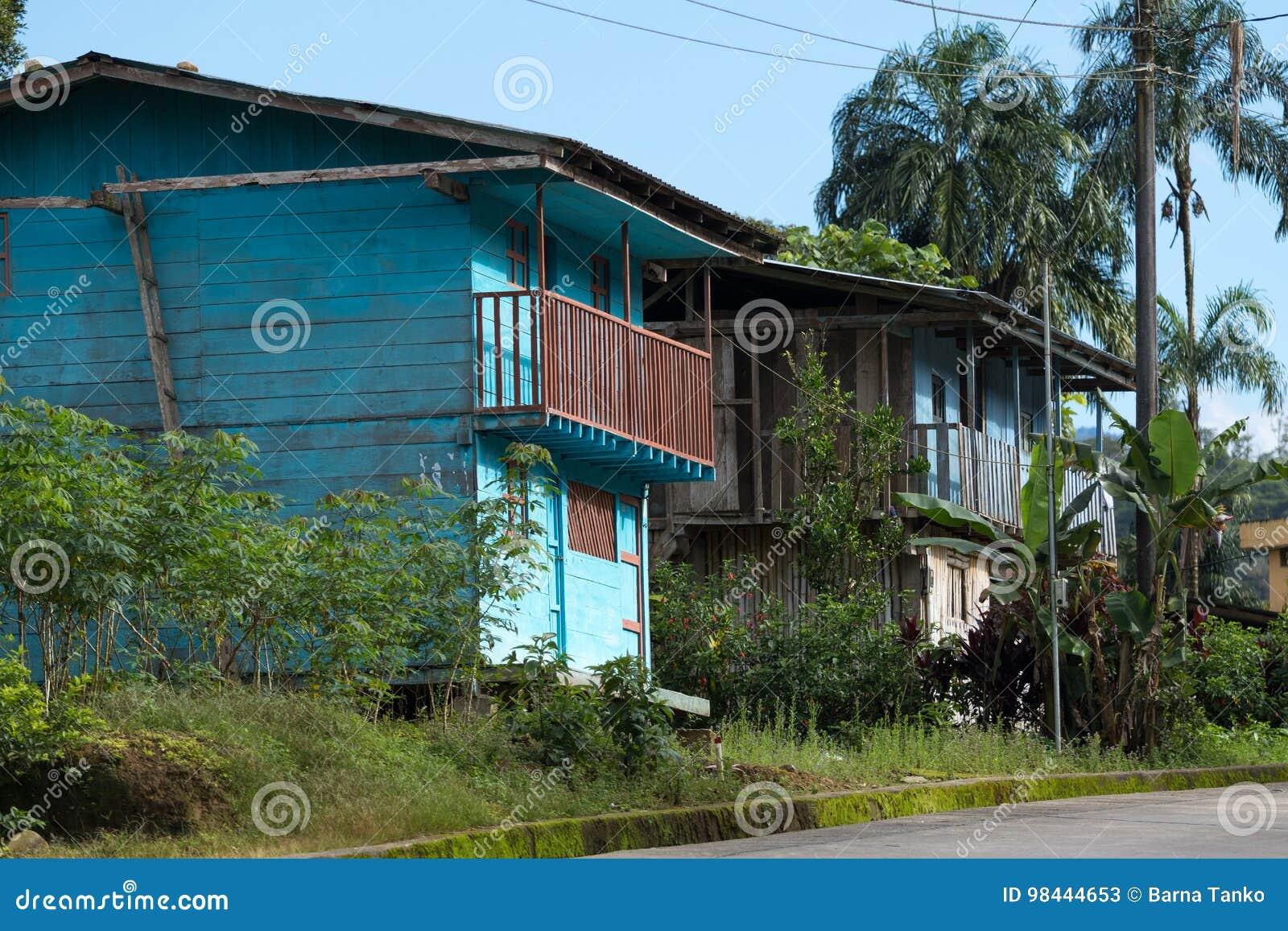 Casas De Madera En La Selva Foto De Archivo Editorial Imagen De
