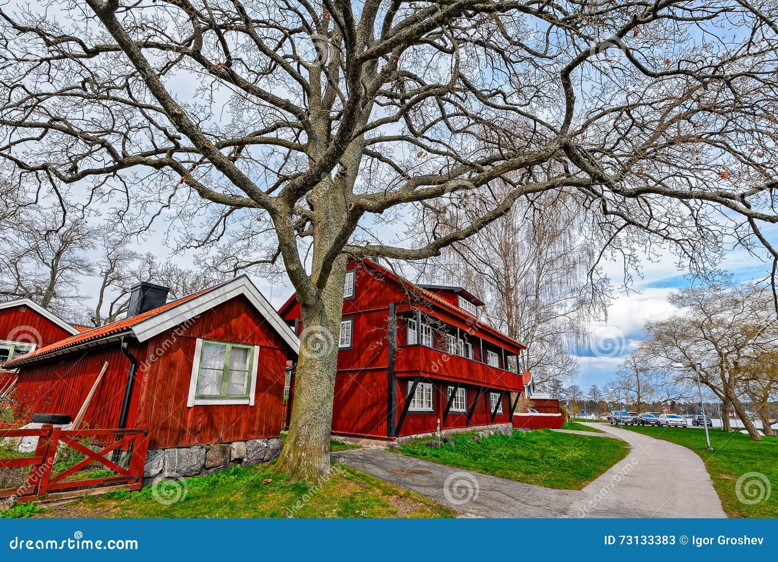 Casas de madera pintadas ocre rojo del color imagen de - Casas de madera pintadas ...