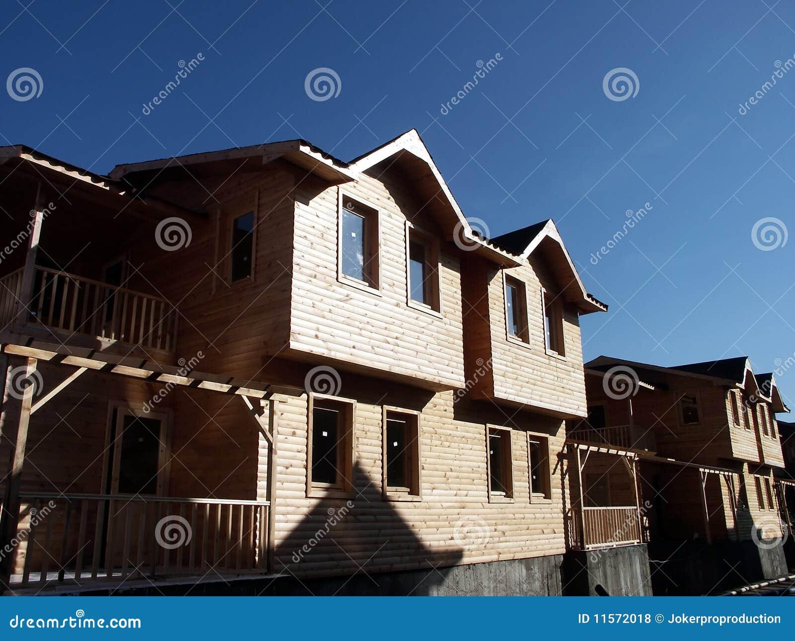 Casas de madera r sticas fotos de archivo libres de - Casa de madera rustica ...