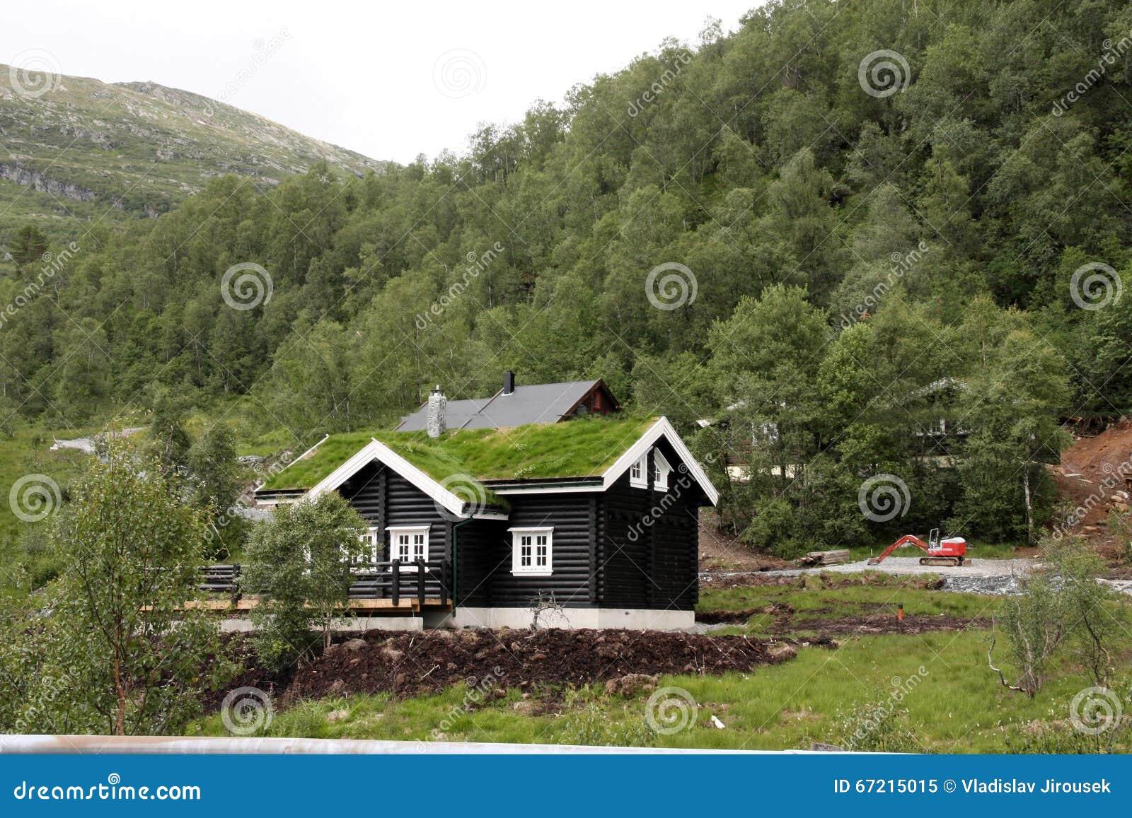 Casas de madera t picas en la costa de noruega imagen de for Casas en noruega