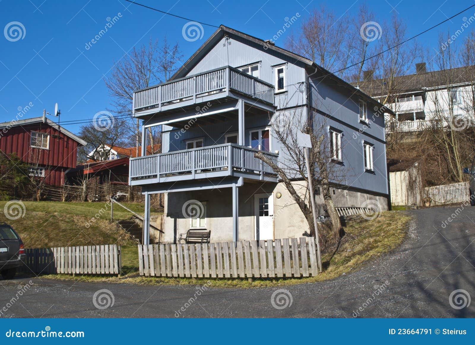 Casas De Madera Viejas Con Los Balcones En Halden Imagen ... - photo#6