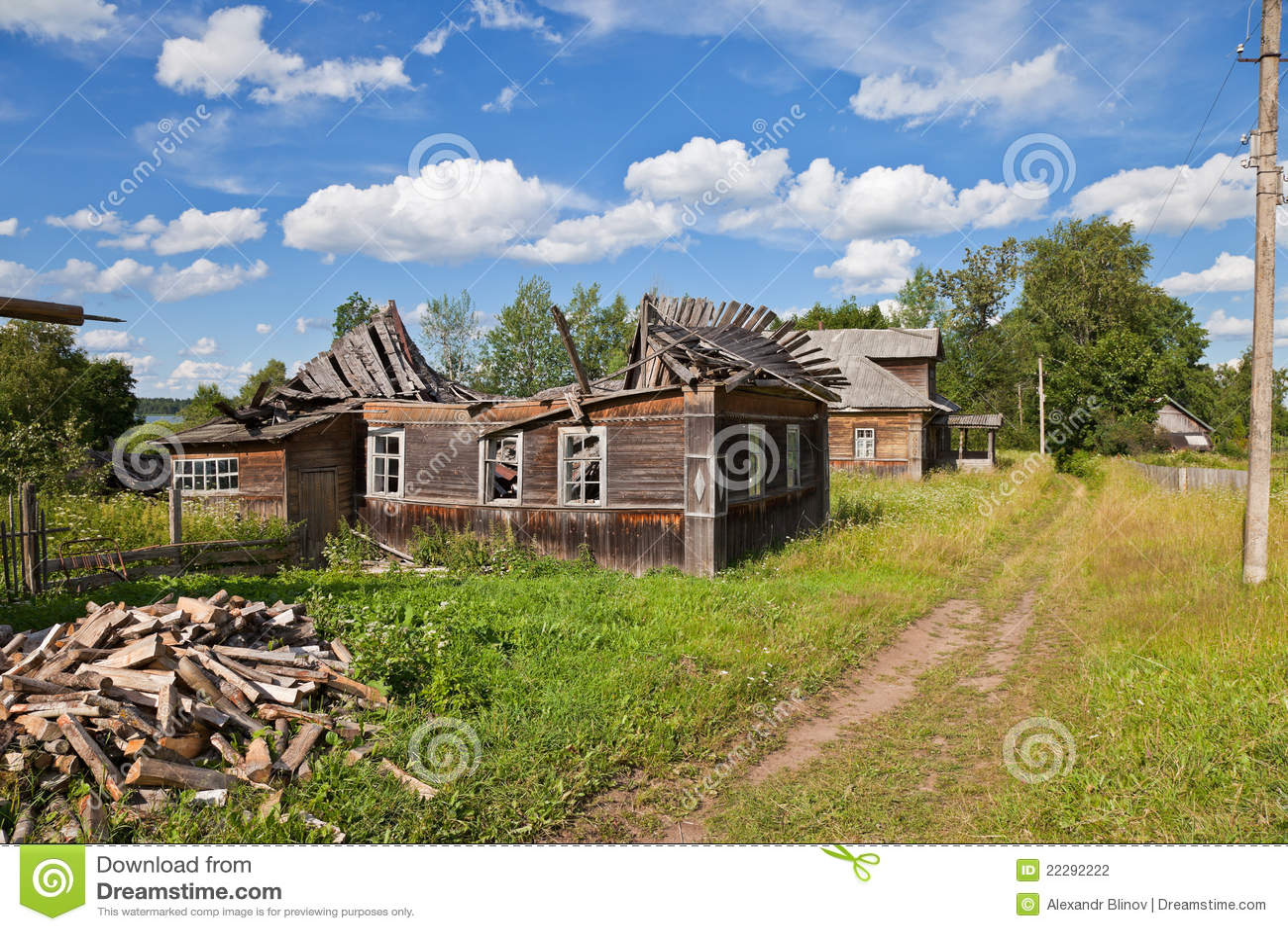 Casas De Madera Viejas En La Aldea Rusa Fotografía de ... - photo#14