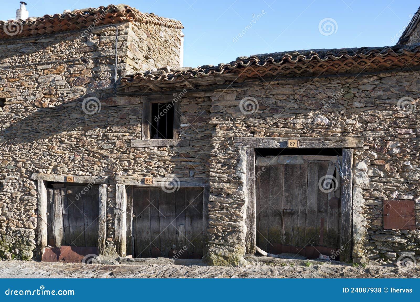 Casas de piedra foto de archivo imagen de puerta fachada 24087938 - Fotos de casas de piedra ...