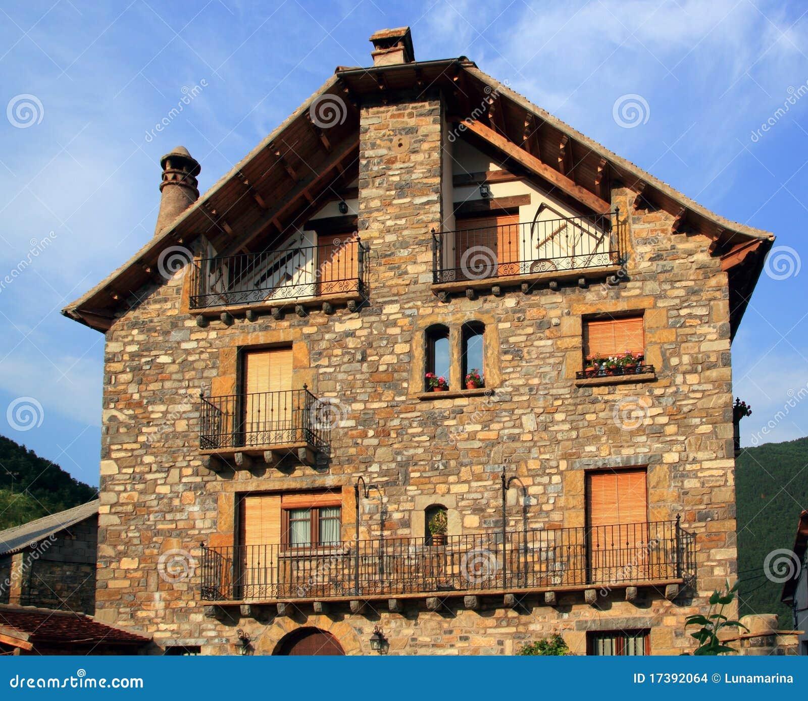 Casas de piedra de pyrenees en el valle huesca de anso - Fotos de casas de piedra ...
