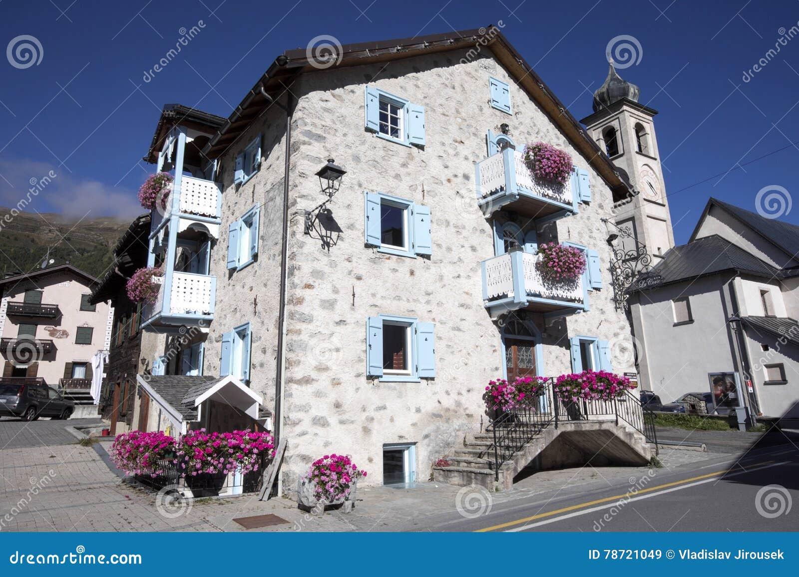 Casas de piedra t picas de la monta a monta as italianas - La casa de las piedras ...