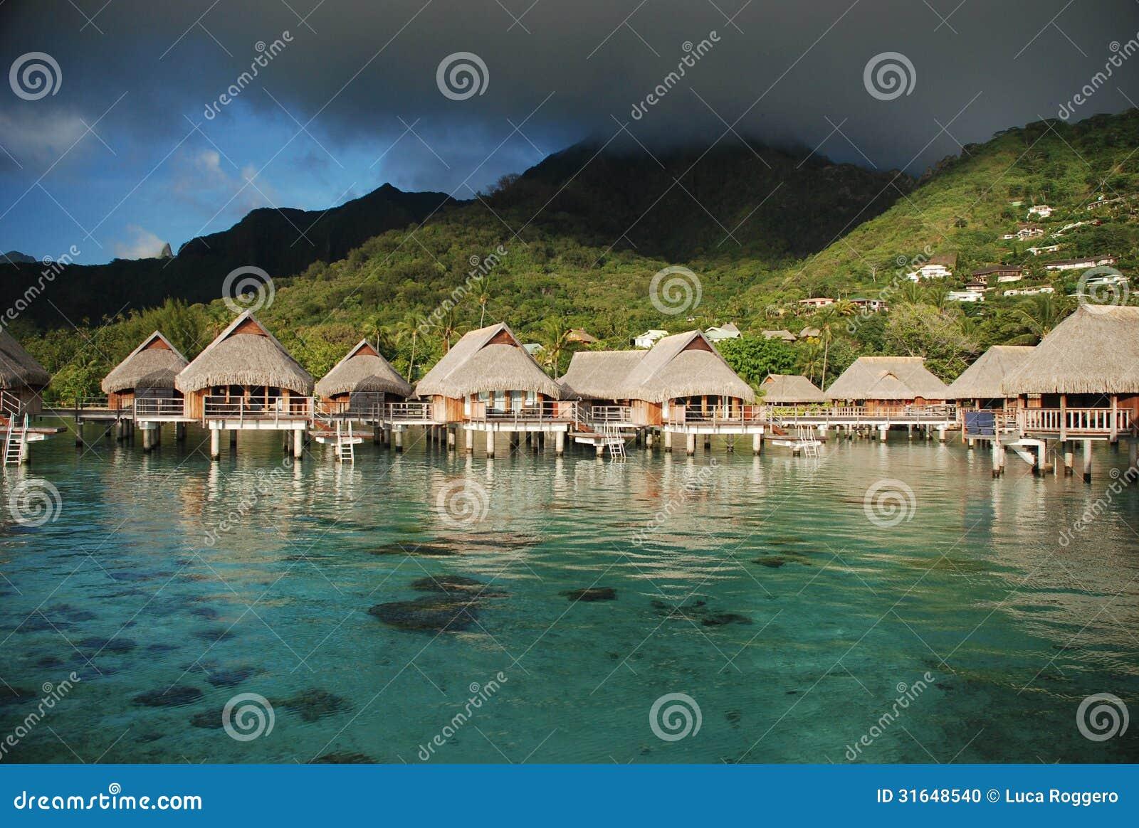 Casas de planta baja de Overwater. Moorea, Polinesia francesa