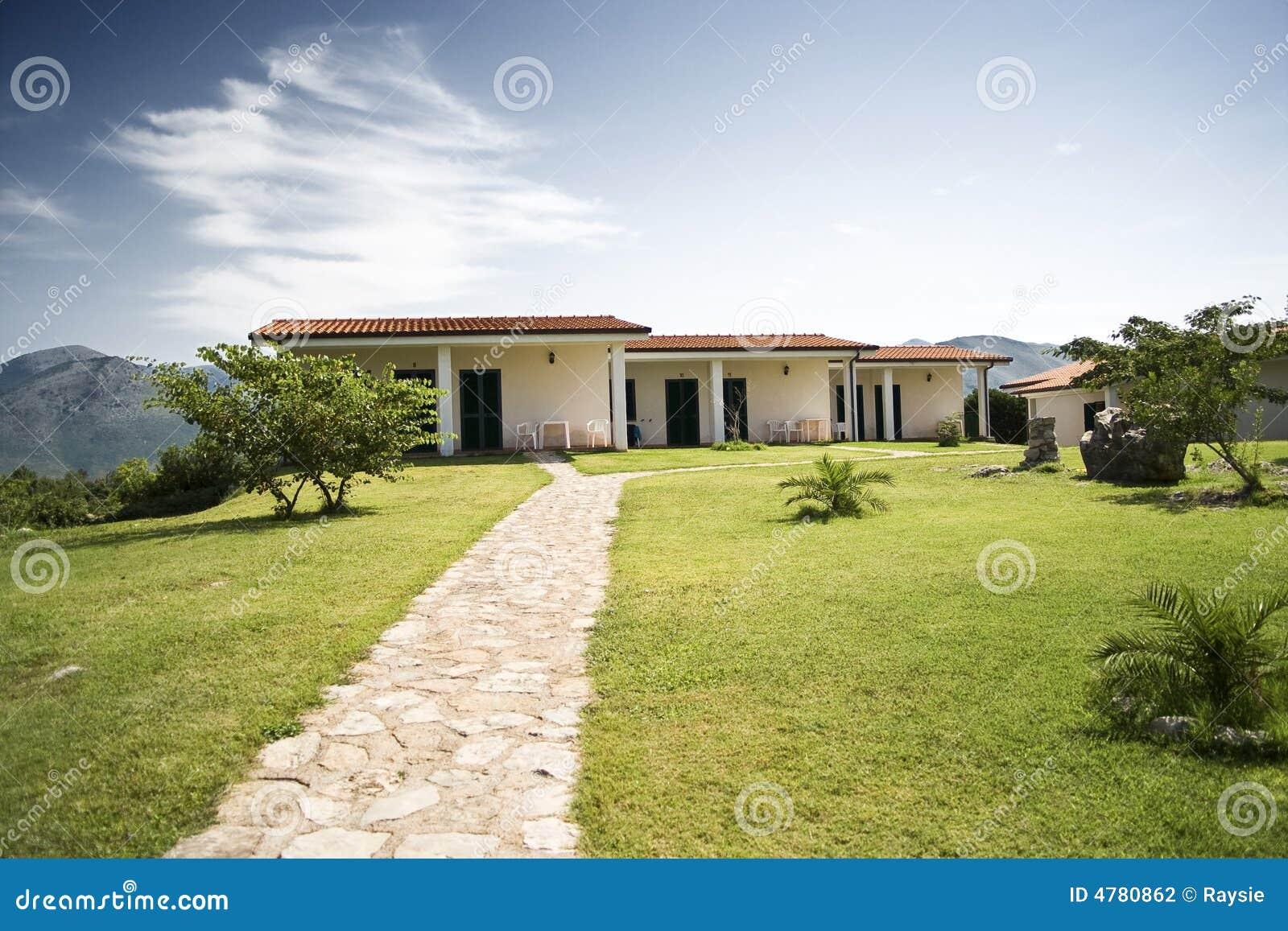 Casas de planta baja en una colina for Casa de planta baja