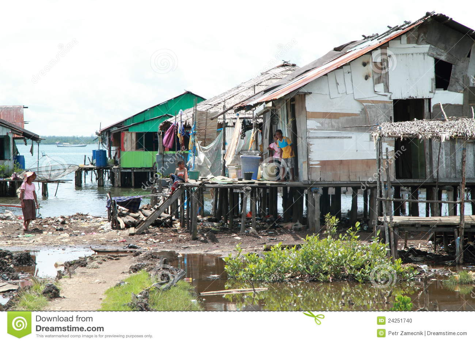 Casas deficientes pelo mar