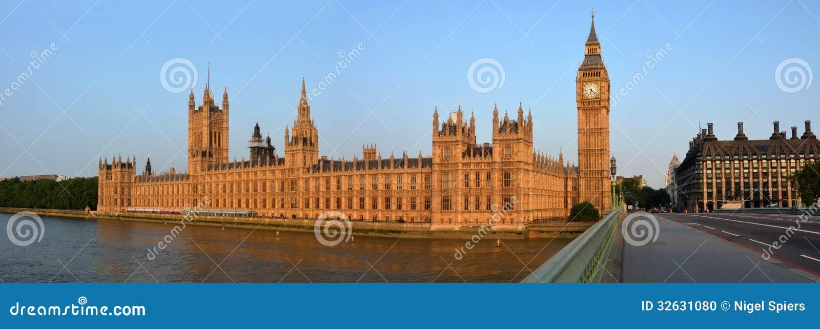 Casas do parlamento & de Ben Panorama grande da ponte de Westminster.