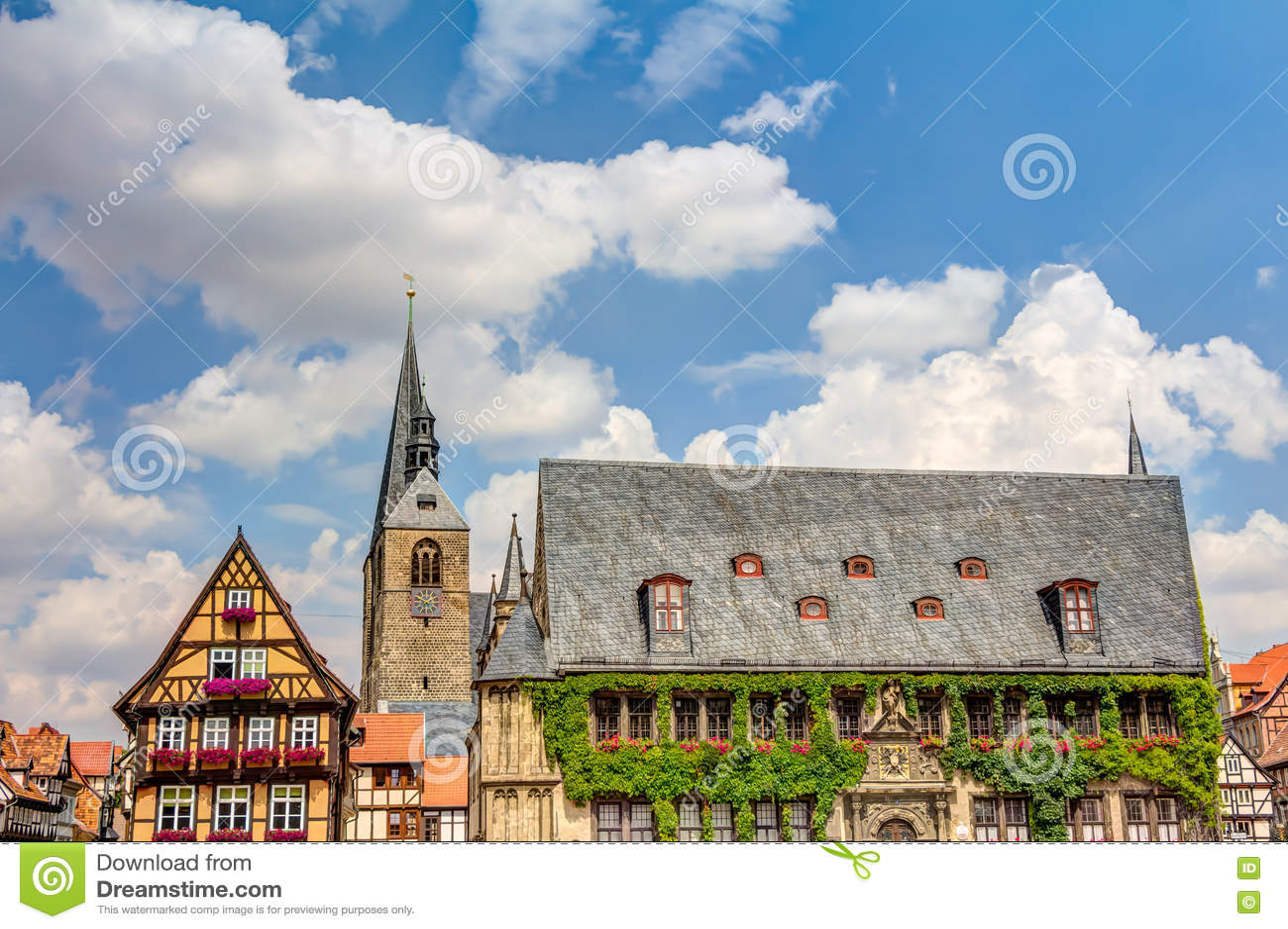 Casas e câmara municipal Metade-suportadas em Quedlinburg, Alemanha