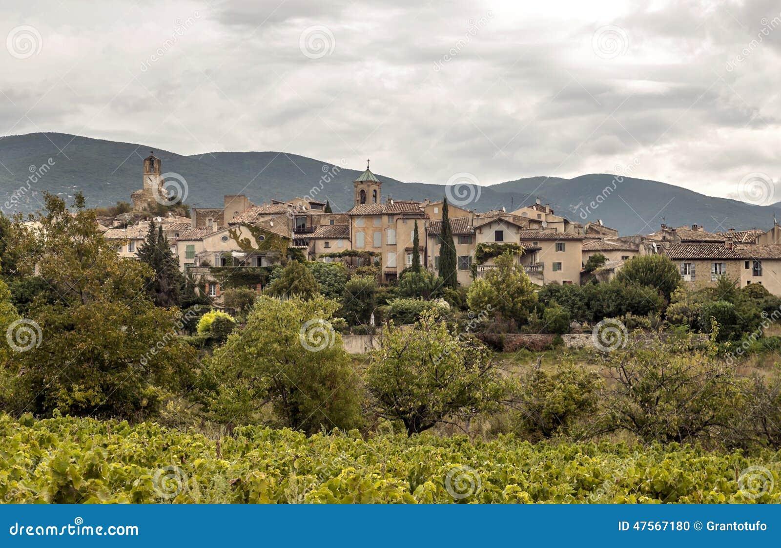 Casas en un pueblo rural foto de archivo imagen 47567180 - Casa rural pueblos negros ...
