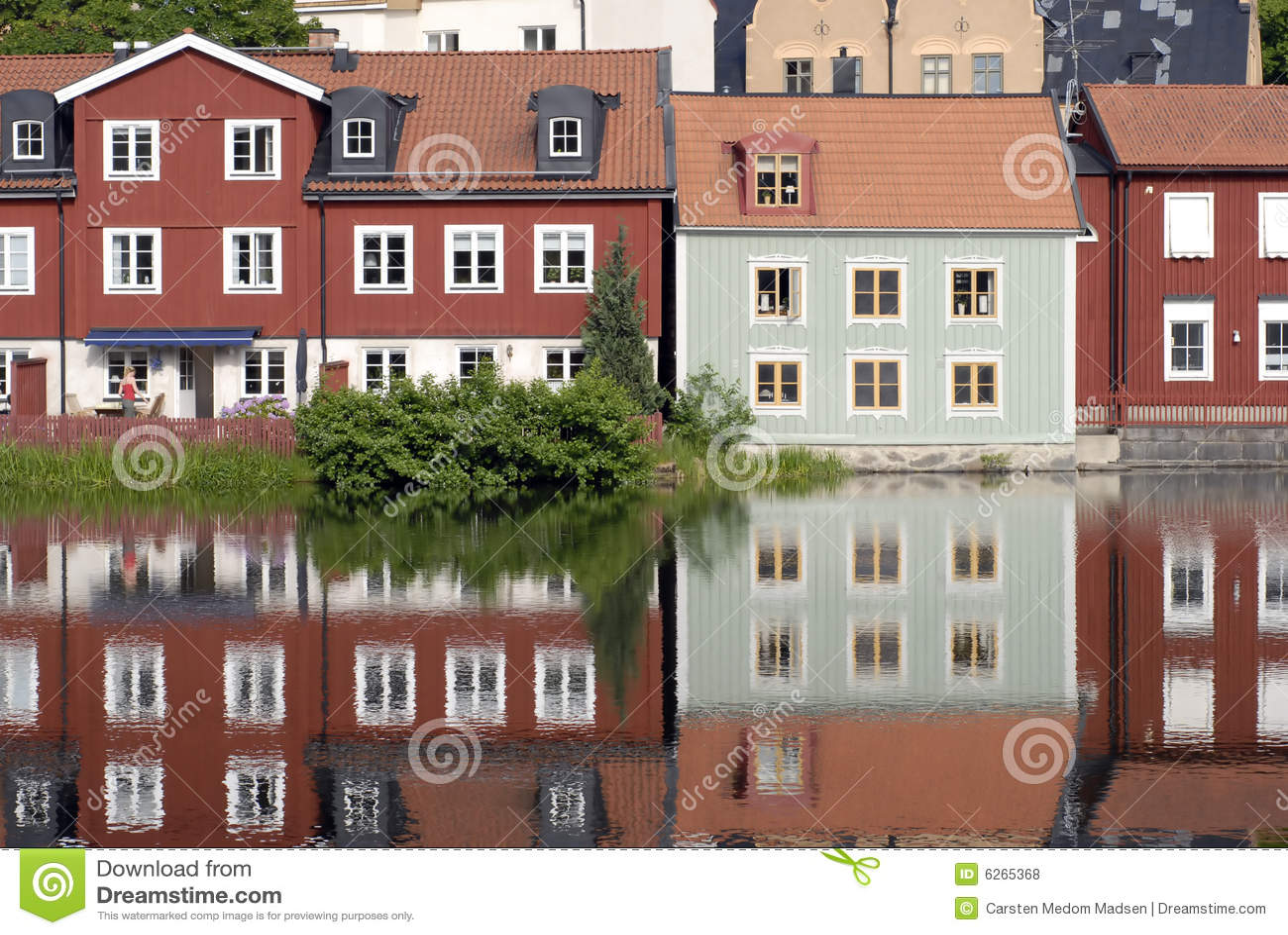 Casas escandinavas coloridas fotos de stock royalty free - Casas escandinavas ...